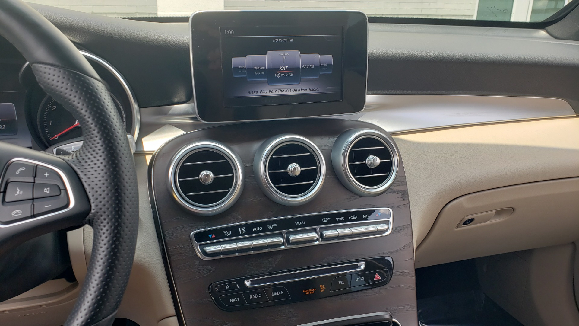 Used 2018 Mercedes-Benz GLC 300 PREMIUM 4MATIC / PANO-ROOF / BURMESTER / REARVIEW for sale $36,295 at Formula Imports in Charlotte NC 28227 44