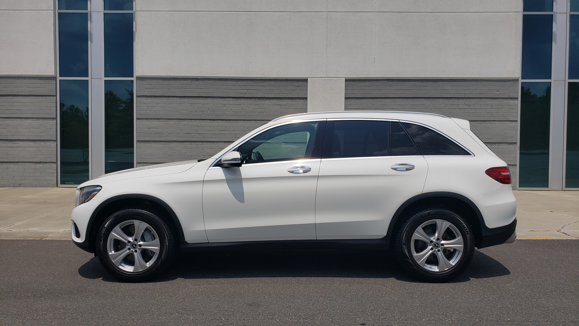 Used 2018 Mercedes-Benz GLC 300 PREMIUM 4MATIC / PANO-ROOF / BURMESTER / REARVIEW for sale $36,295 at Formula Imports in Charlotte NC 28227 5