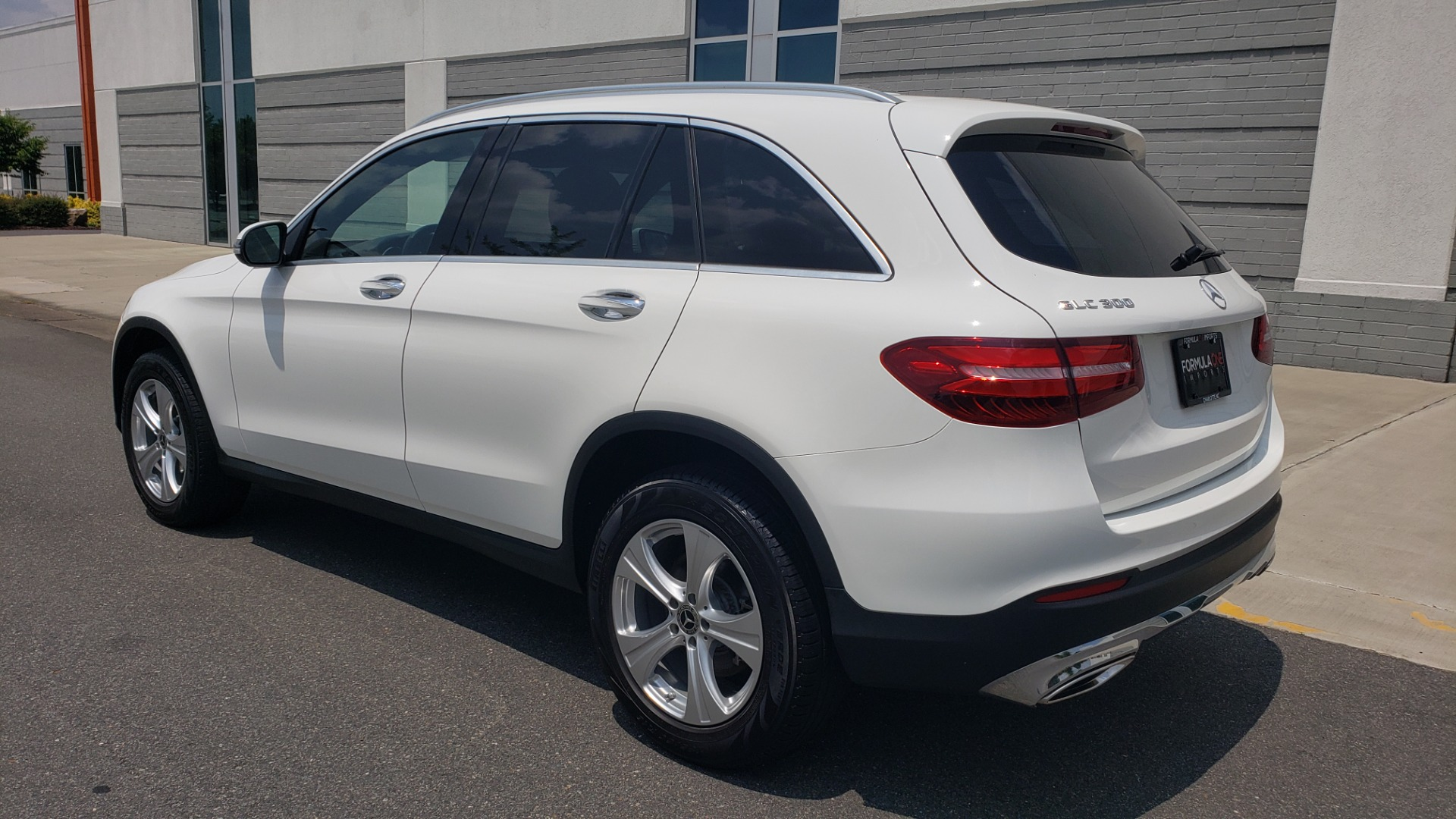 Used 2018 Mercedes-Benz GLC 300 PREMIUM 4MATIC / PANO-ROOF / BURMESTER / REARVIEW for sale $36,295 at Formula Imports in Charlotte NC 28227 6