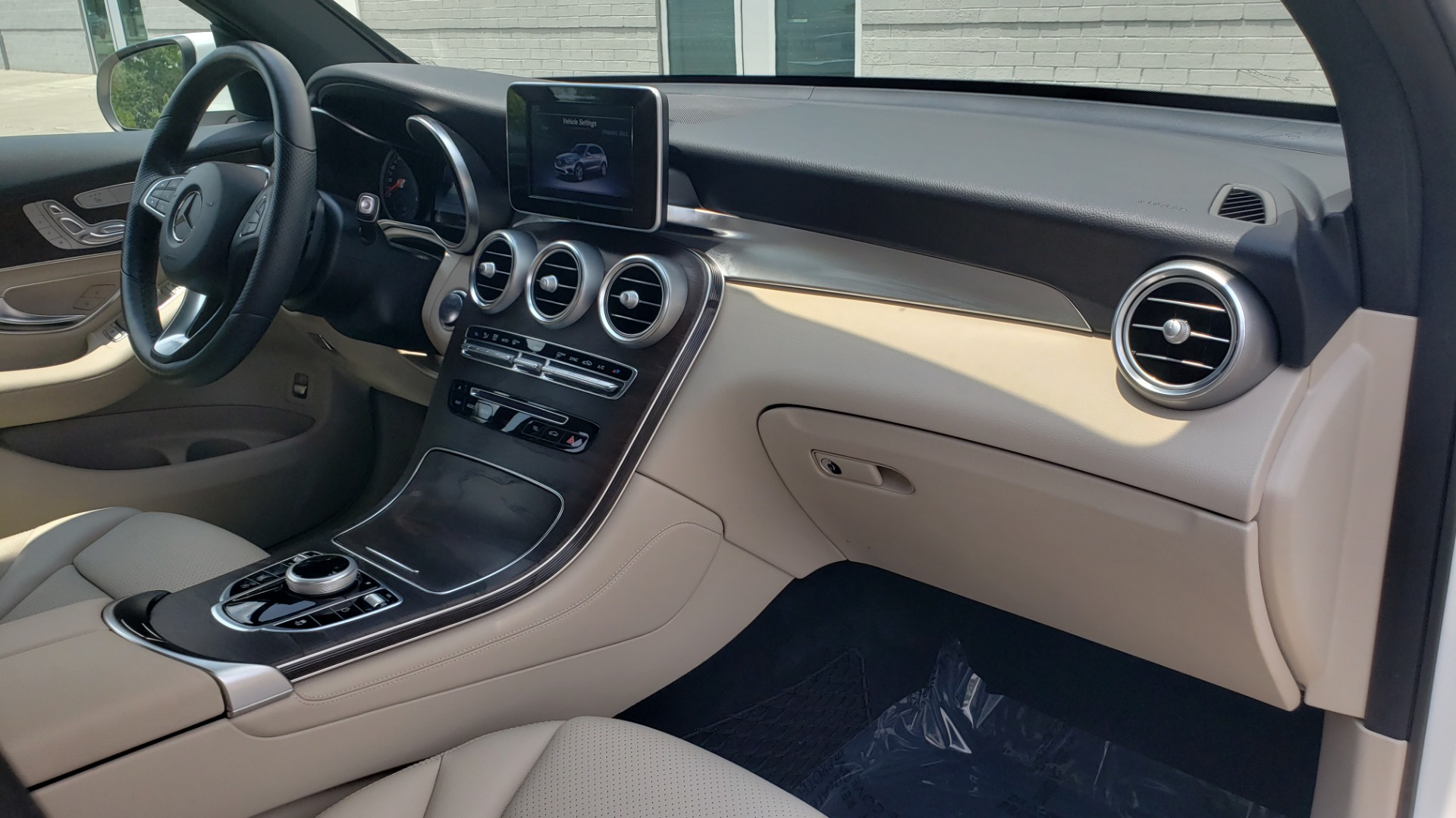 Used 2018 Mercedes-Benz GLC 300 PREMIUM 4MATIC / PANO-ROOF / BURMESTER / REARVIEW for sale $36,295 at Formula Imports in Charlotte NC 28227 67