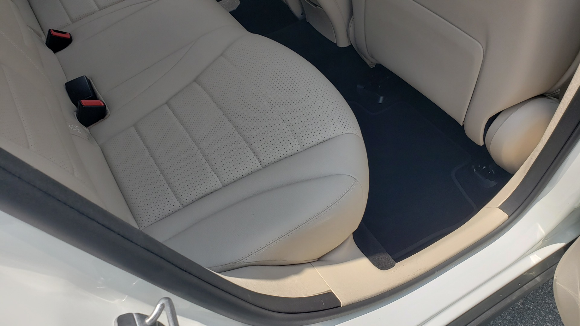Used 2018 Mercedes-Benz GLC 300 PREMIUM 4MATIC / PANO-ROOF / BURMESTER / REARVIEW for sale $36,295 at Formula Imports in Charlotte NC 28227 70