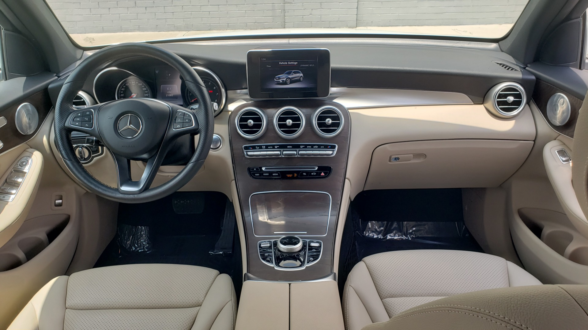 Used 2018 Mercedes-Benz GLC 300 PREMIUM 4MATIC / PANO-ROOF / BURMESTER / REARVIEW for sale $36,295 at Formula Imports in Charlotte NC 28227 75