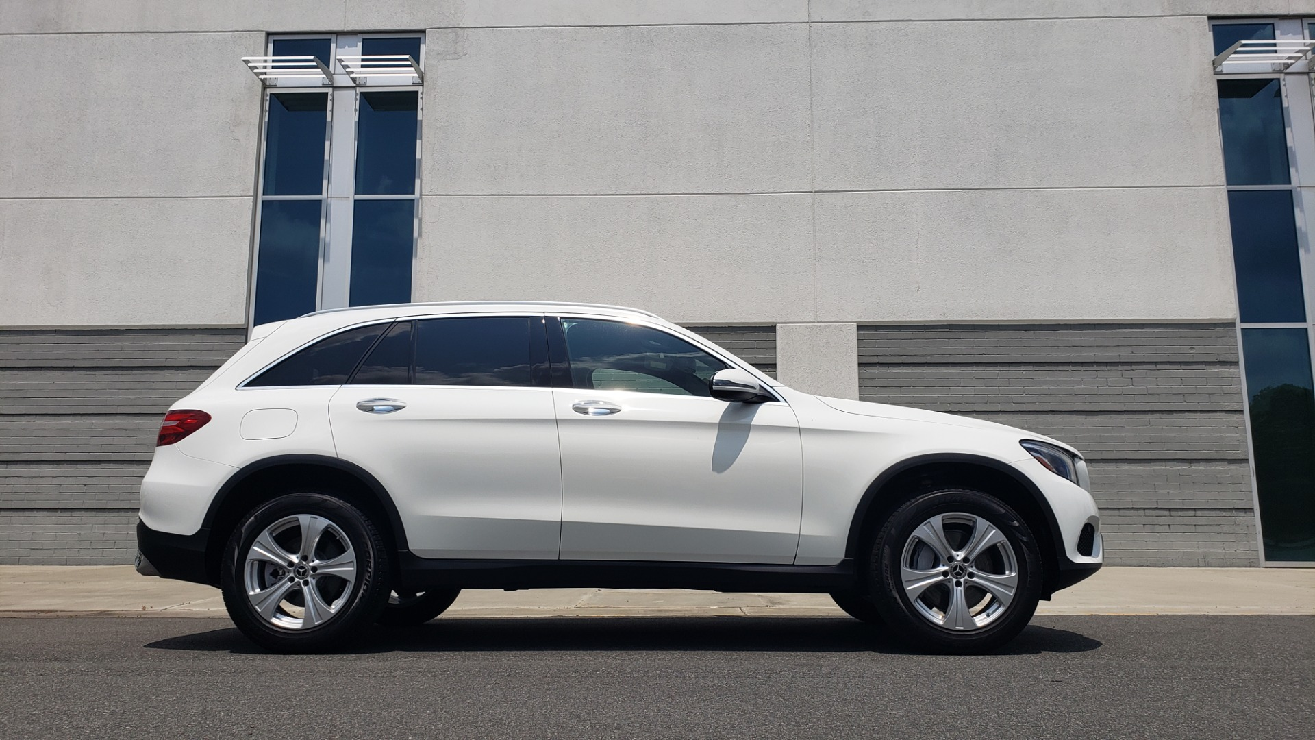 Used 2018 Mercedes-Benz GLC 300 PREMIUM 4MATIC / PANO-ROOF / BURMESTER / REARVIEW for sale $36,295 at Formula Imports in Charlotte NC 28227 9