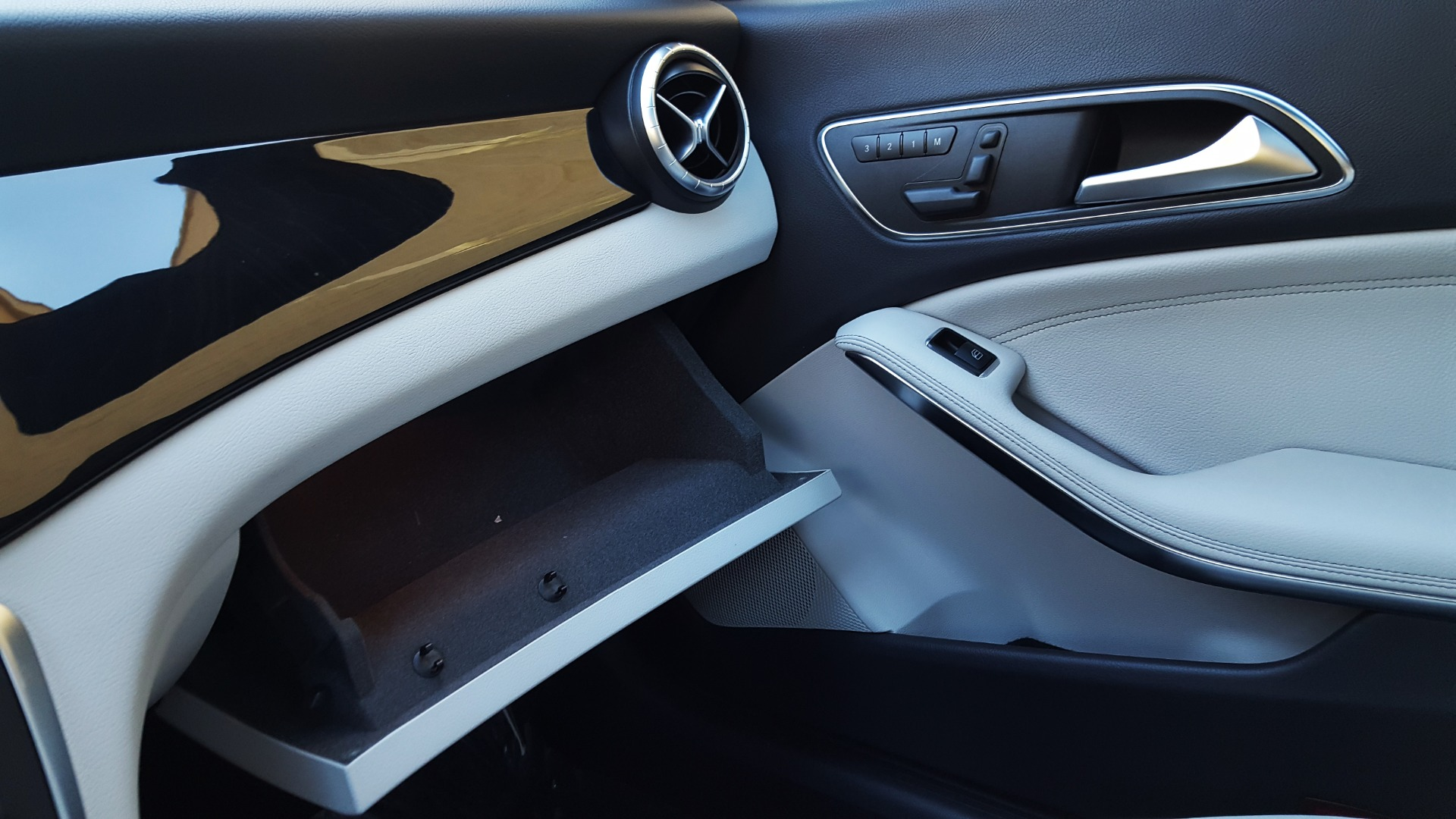 Used 2014 Mercedes-Benz CLA-CLASS CLA 250 / NAV / PANO-ROOF / BLIND SPOT ASSIST / XENON HEADLIGHTS for sale $19,995 at Formula Imports in Charlotte NC 28227 41