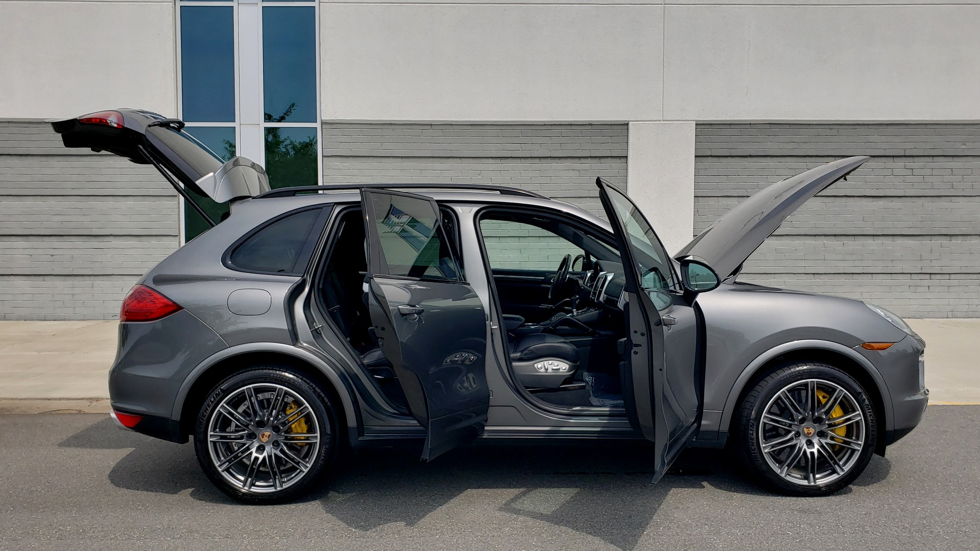 Used 2014 Porsche CAYENNE TURBO S / AWD / NAV / BOSE / PANO-ROOF / LCA / REARVIEW for sale Sold at Formula Imports in Charlotte NC 28227 13