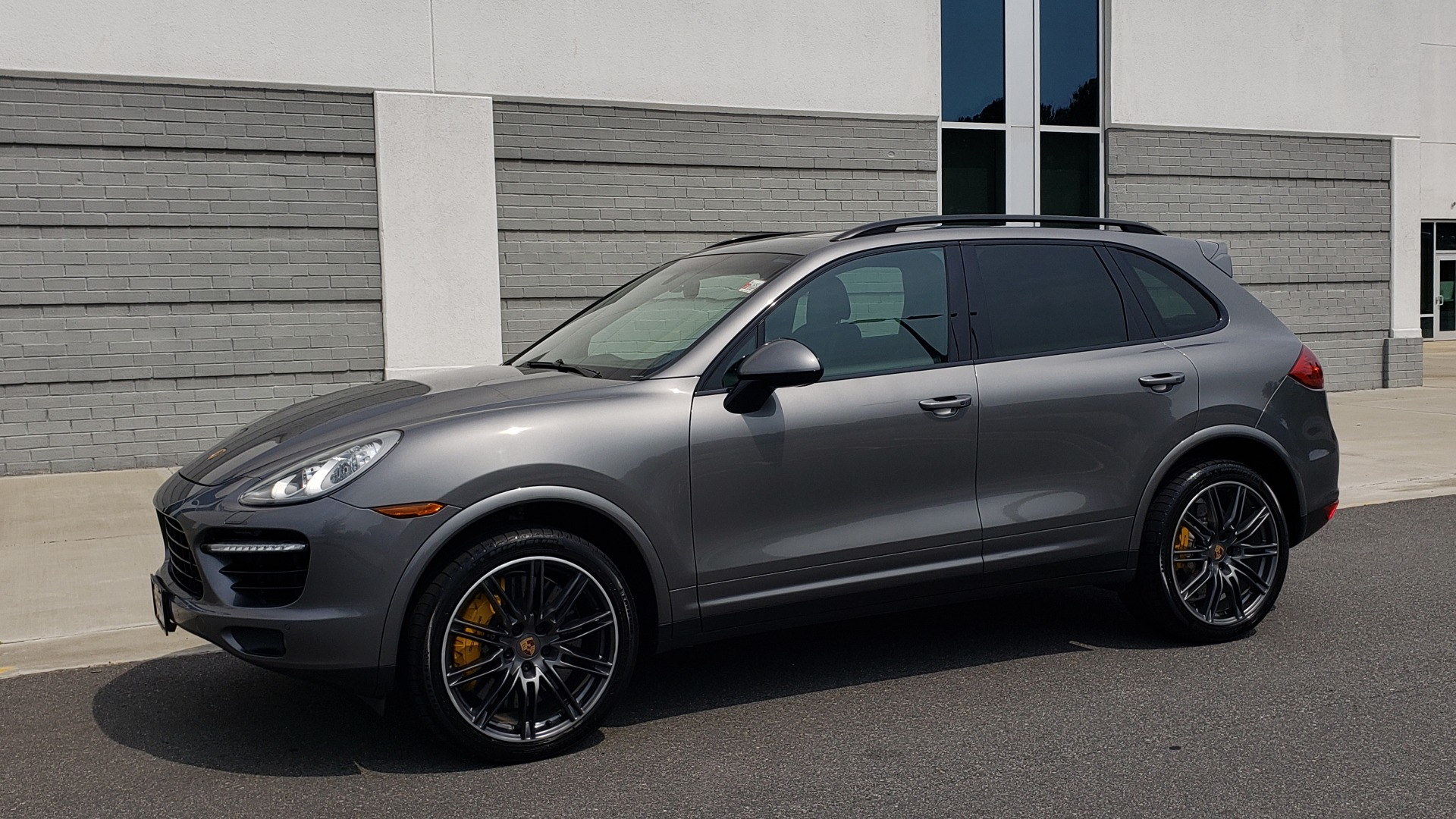 Used 2014 Porsche CAYENNE TURBO S / AWD / NAV / BOSE / PANO-ROOF / LCA / REARVIEW for sale Sold at Formula Imports in Charlotte NC 28227 4
