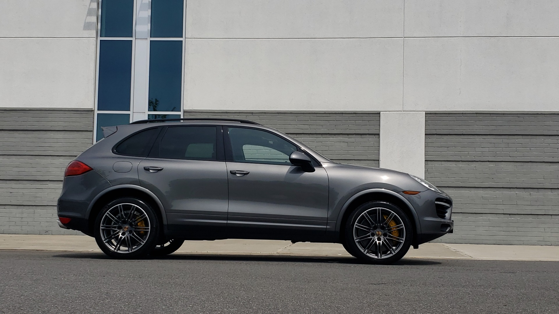Used 2014 Porsche CAYENNE TURBO S / AWD / NAV / BOSE / PANO-ROOF / LCA / REARVIEW for sale Sold at Formula Imports in Charlotte NC 28227 9
