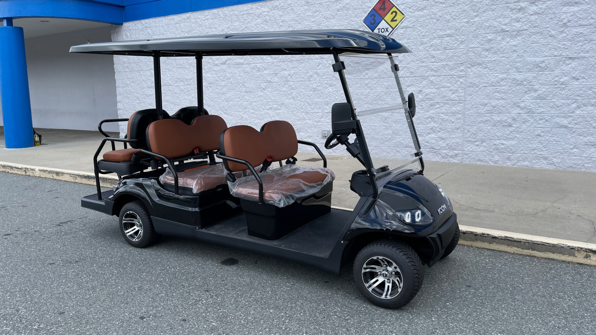 Used 2021 ICON i60 ELECTRIC CAR / 6-PASSENGER GOLF CART / 25MPH / NEW / 1-MILE for sale $10,999 at Formula Imports in Charlotte NC 28227 3
