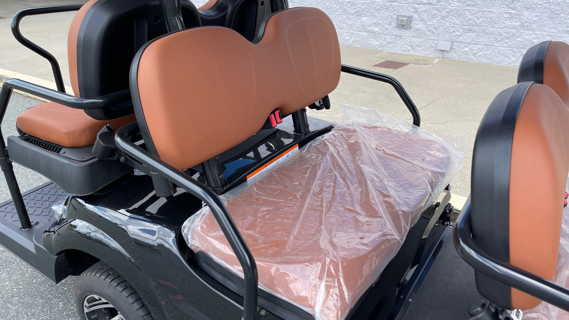 Used 2021 ICON i60 ELECTRIC CAR / 6-PASSENGER GOLF CART / 25MPH / NEW / 1-MILE for sale $10,999 at Formula Imports in Charlotte NC 28227 32