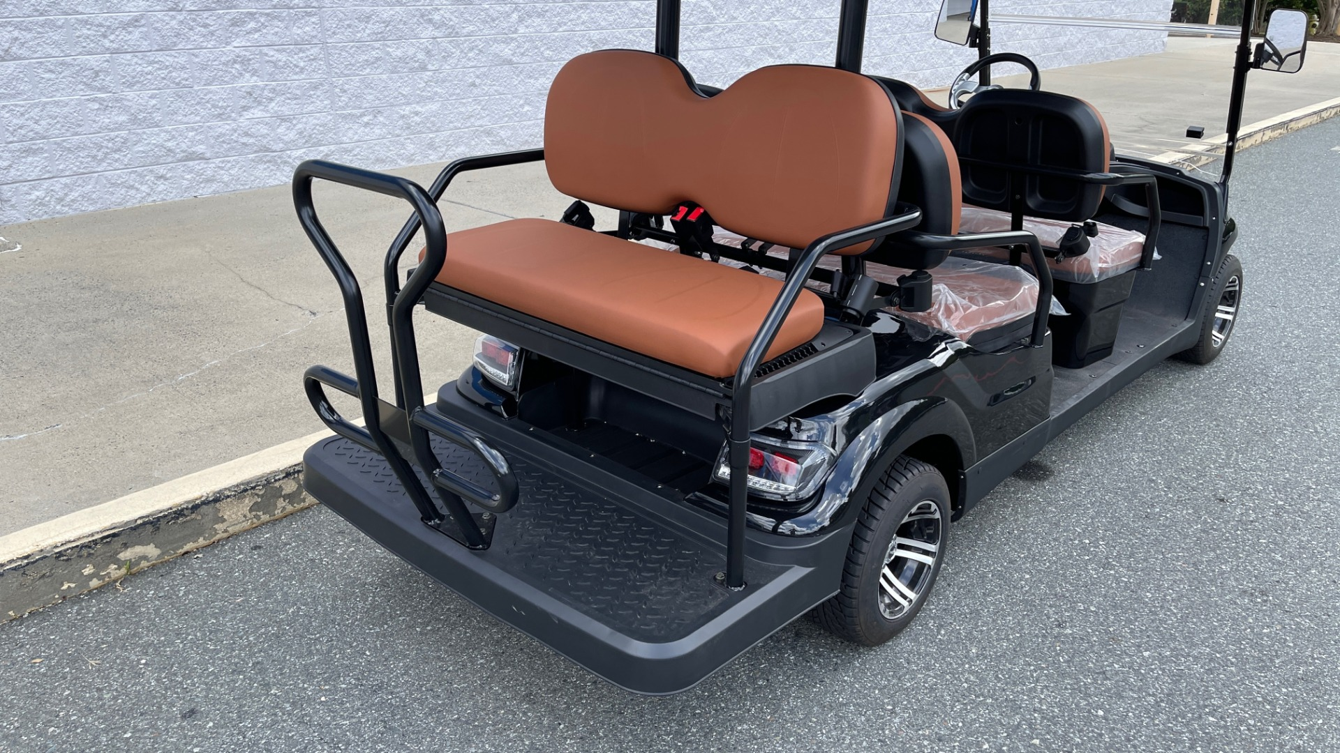 Used 2021 ICON i60 ELECTRIC CAR / 6-PASSENGER GOLF CART / 25MPH / NEW / 1-MILE for sale $10,999 at Formula Imports in Charlotte NC 28227 33