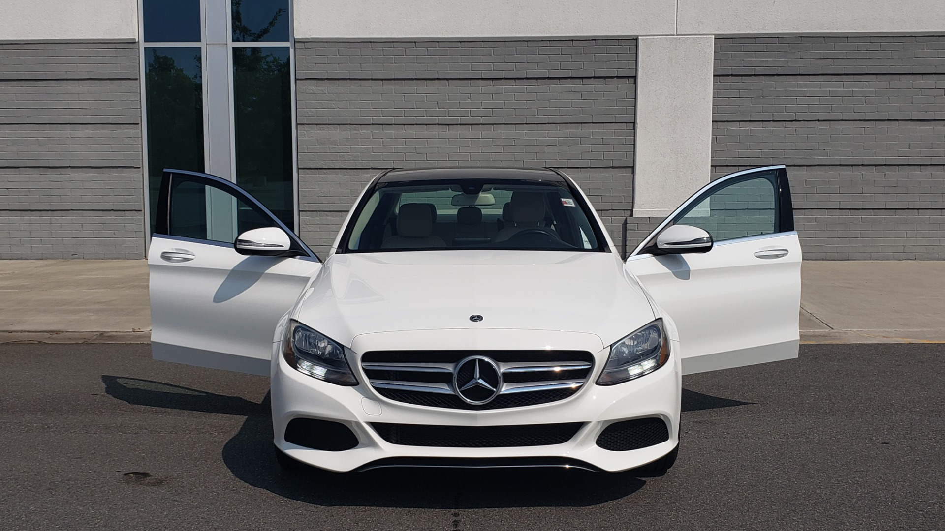 Used 2018 Mercedes-Benz C-CLASS C 300 PREMIUM / KEYLESS-GO / APPLE / PANO-ROOF / REARVIEW for sale $28,295 at Formula Imports in Charlotte NC 28227 21