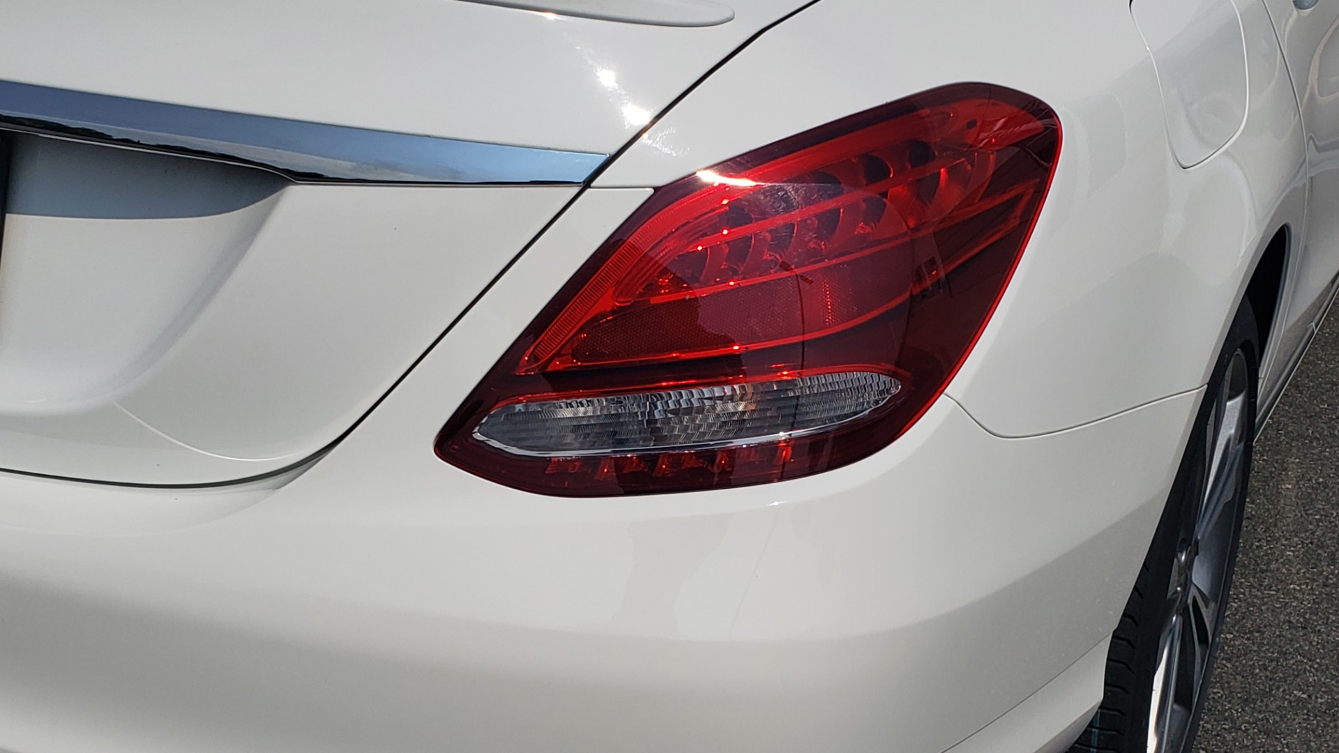 Used 2018 Mercedes-Benz C-CLASS C 300 PREMIUM / KEYLESS-GO / APPLE / PANO-ROOF / REARVIEW for sale $28,295 at Formula Imports in Charlotte NC 28227 28