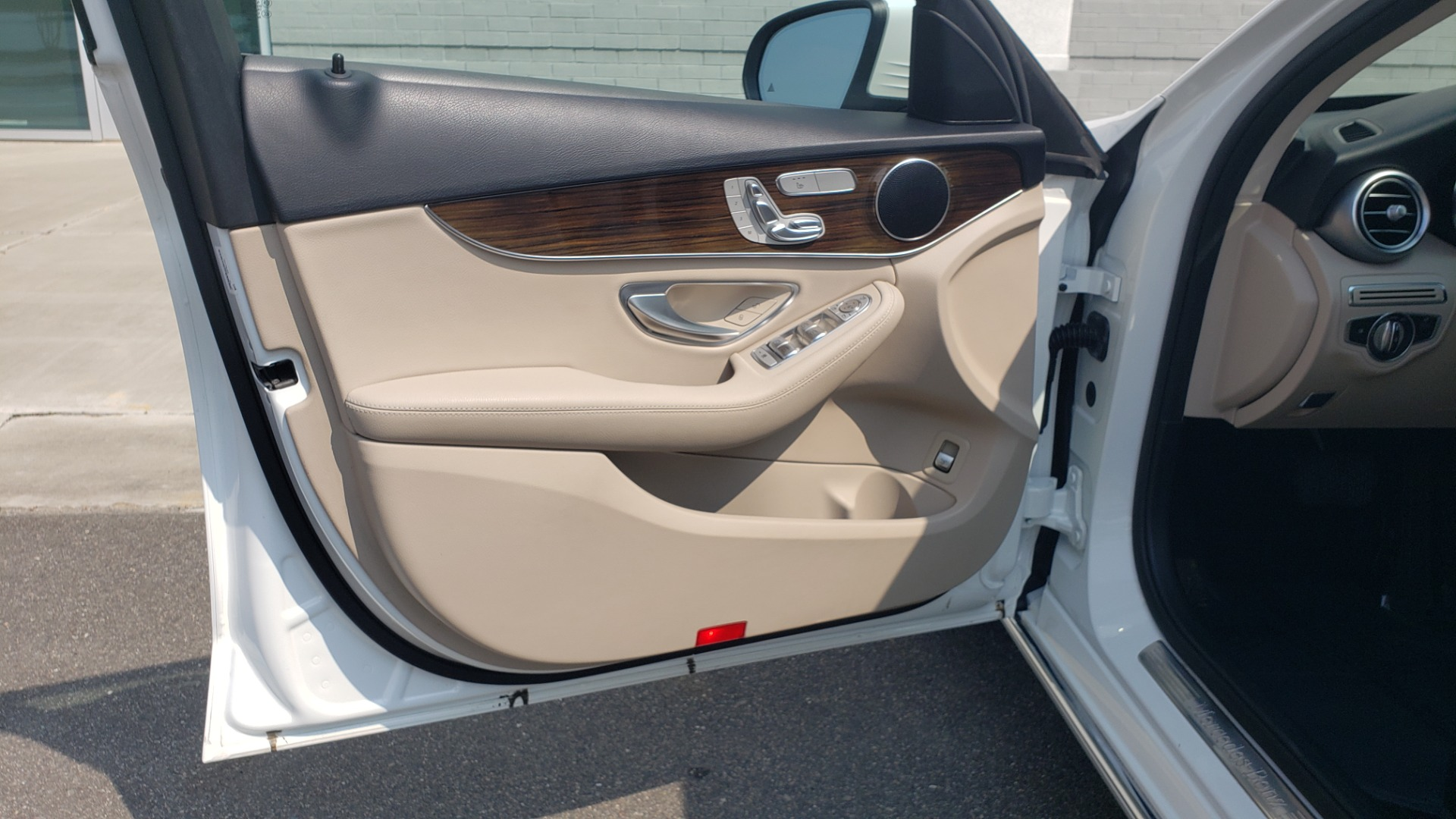 Used 2018 Mercedes-Benz C-CLASS C 300 PREMIUM / KEYLESS-GO / APPLE / PANO-ROOF / REARVIEW for sale $28,295 at Formula Imports in Charlotte NC 28227 29