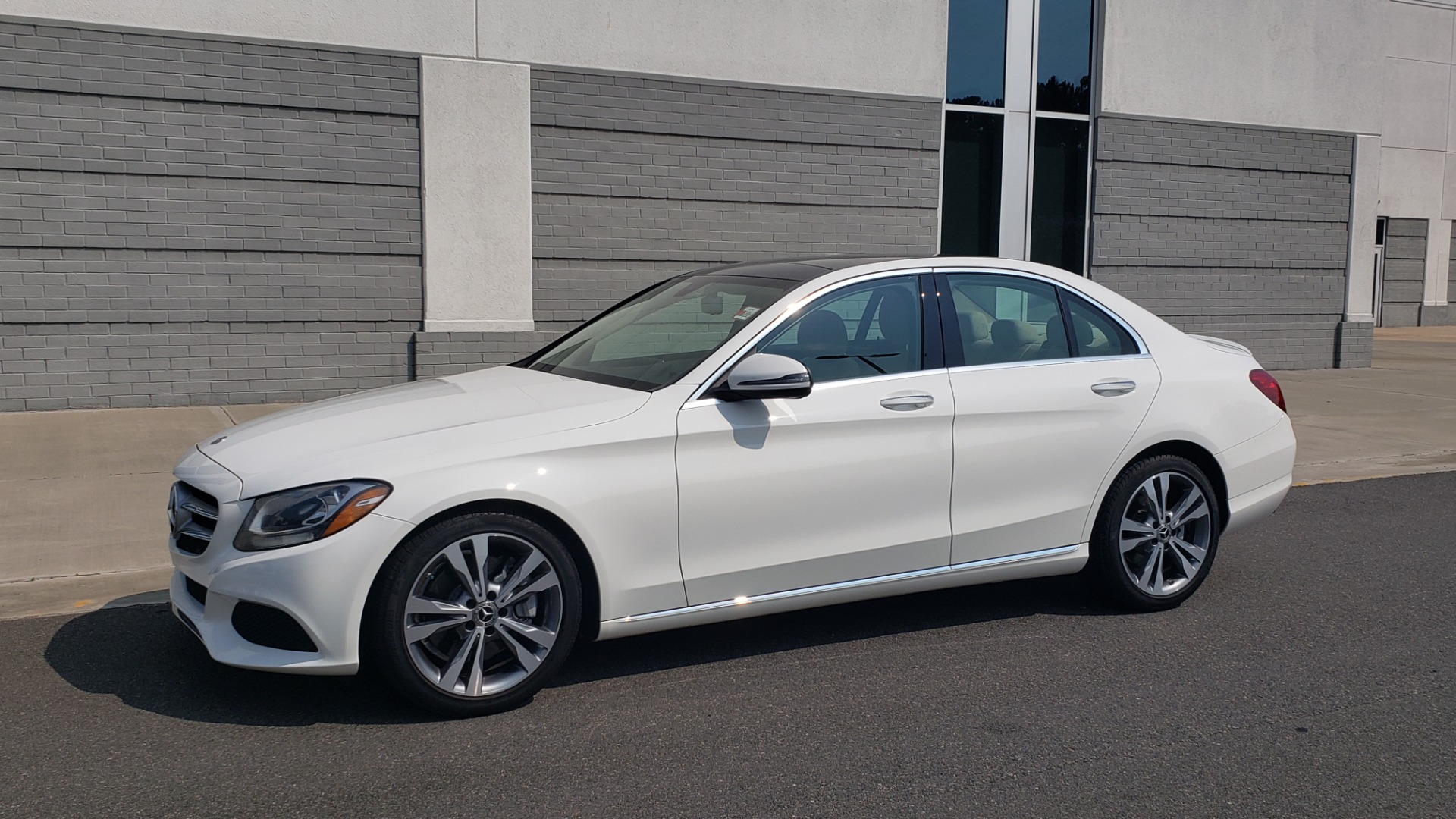Used 2018 Mercedes-Benz C-CLASS C 300 PREMIUM / KEYLESS-GO / APPLE / PANO-ROOF / REARVIEW for sale $28,295 at Formula Imports in Charlotte NC 28227 4