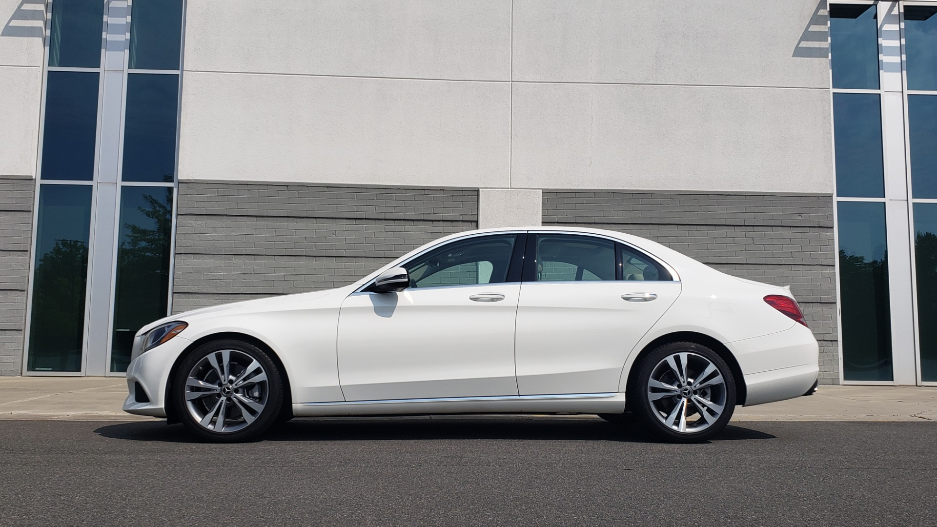 Used 2018 Mercedes-Benz C-CLASS C 300 PREMIUM / KEYLESS-GO / APPLE / PANO-ROOF / REARVIEW for sale $28,295 at Formula Imports in Charlotte NC 28227 5