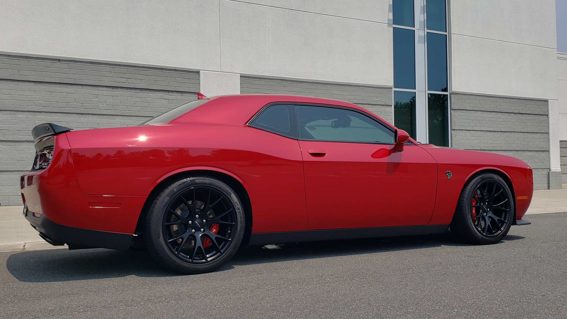 Used 2016 Dodge CHALLENGER SRT HELLCAT 707HP COUPE / AUTO / NAV / SUNROOF / H/K SND / REARVIEW for sale $60,995 at Formula Imports in Charlotte NC 28227 12
