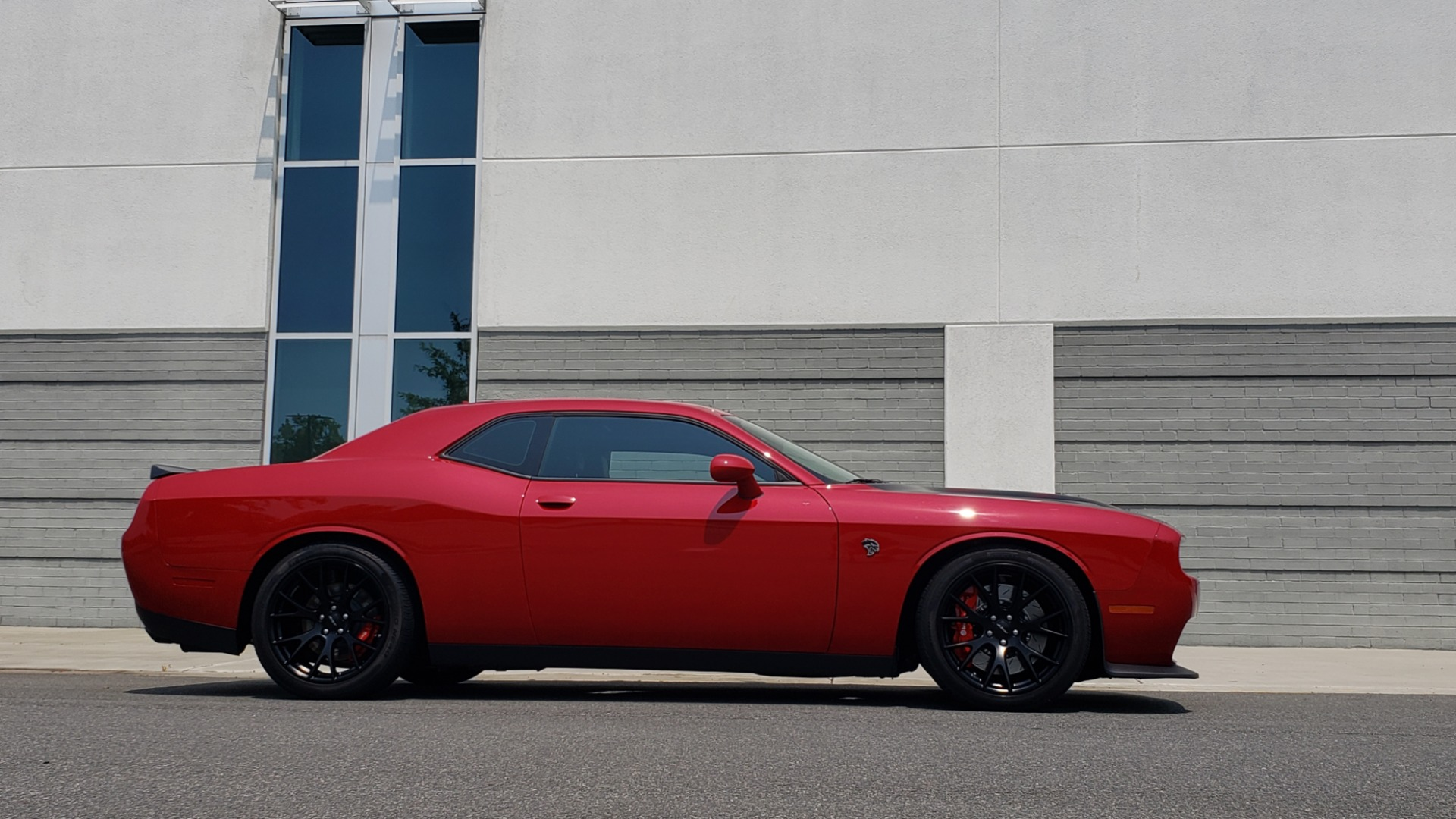Used 2016 Dodge CHALLENGER SRT HELLCAT 707HP COUPE / AUTO / NAV / SUNROOF / H/K SND / REARVIEW for sale $60,995 at Formula Imports in Charlotte NC 28227 13