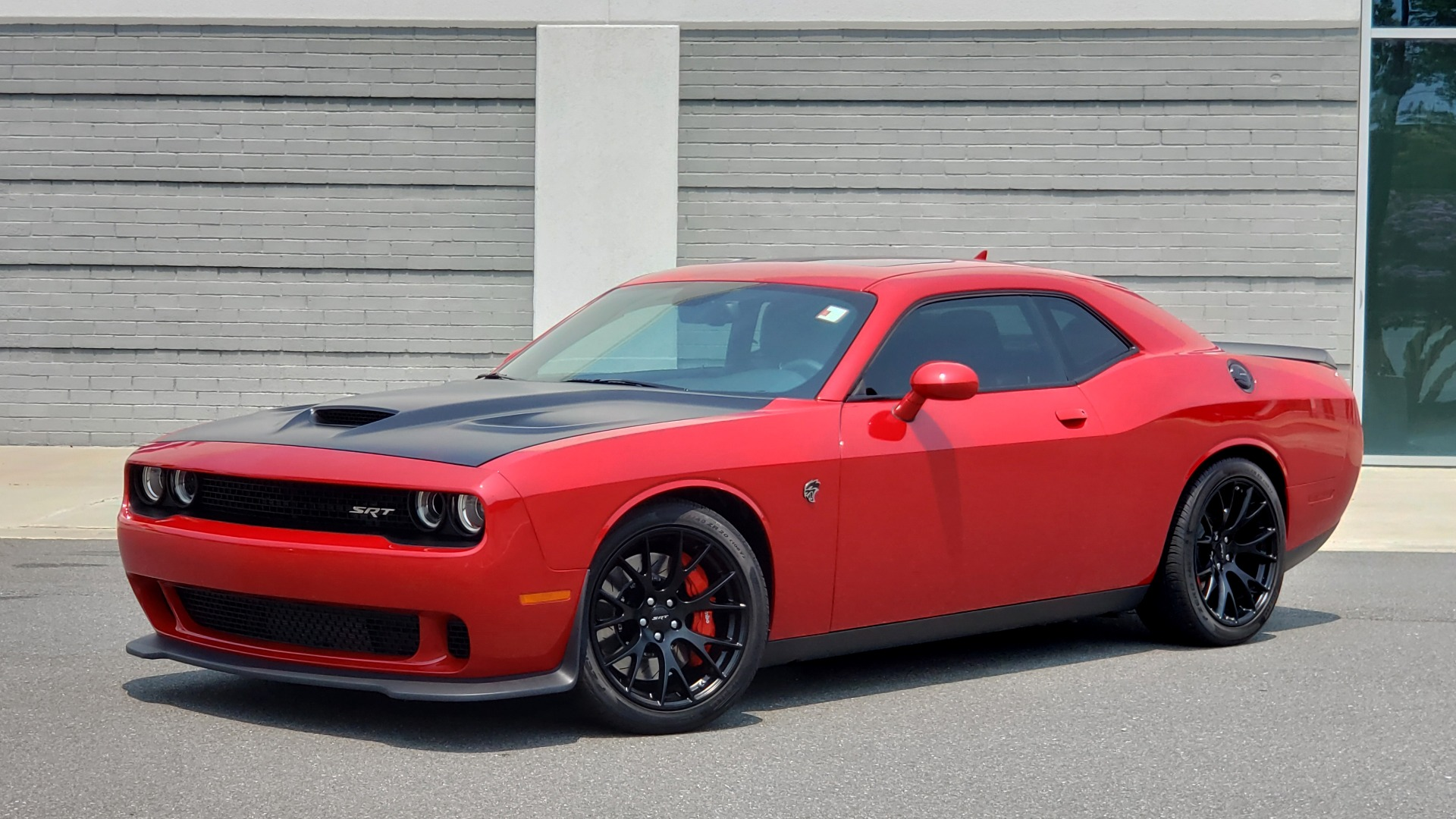 Used 2016 Dodge CHALLENGER SRT HELLCAT 707HP COUPE / AUTO / NAV / SUNROOF / H/K SND / REARVIEW for sale $60,995 at Formula Imports in Charlotte NC 28227 1
