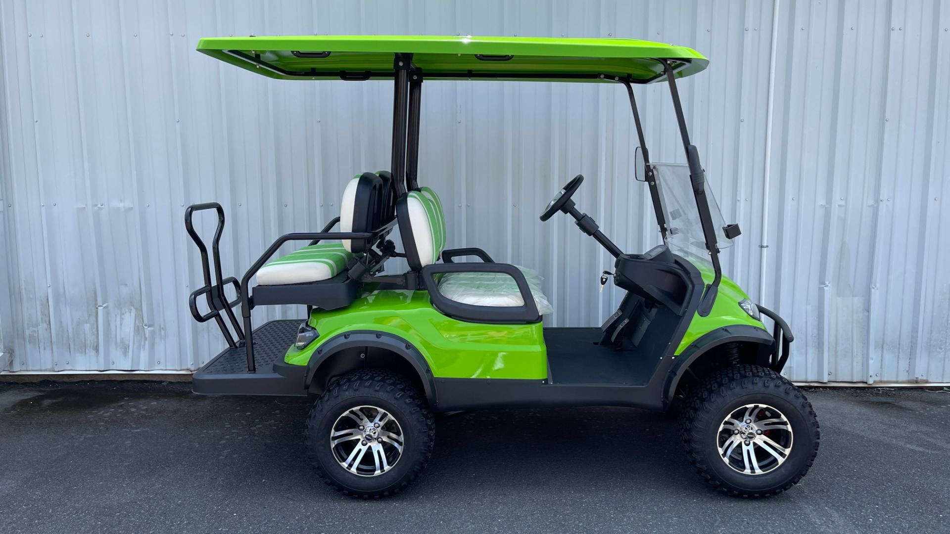 Used 2021 ICON i40L LIFTED ELECTRIC CAR / 4-PASSENGER GOLF CART / 25MPH / NEW / 1-MILE for sale $9,499 at Formula Imports in Charlotte NC 28227 2