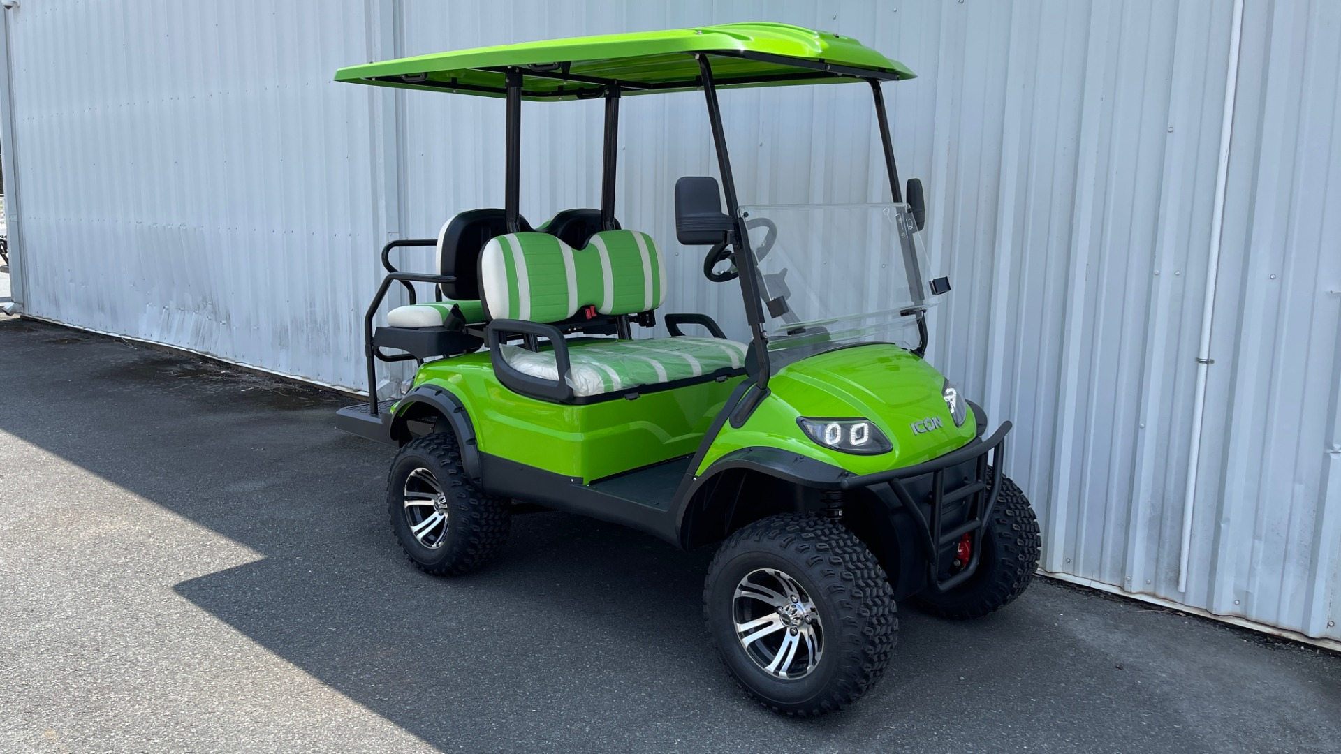 Used 2021 ICON i40L LIFTED ELECTRIC CAR / 4-PASSENGER GOLF CART / 25MPH / NEW / 1-MILE for sale $9,499 at Formula Imports in Charlotte NC 28227 3