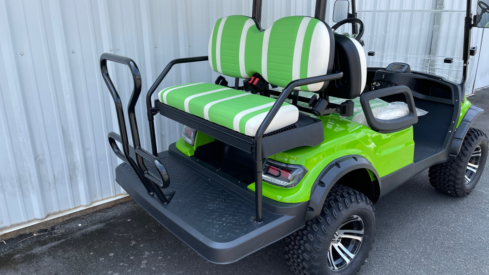 Used 2021 ICON i40L LIFTED ELECTRIC CAR / 4-PASSENGER GOLF CART / 25MPH / NEW / 1-MILE for sale $9,499 at Formula Imports in Charlotte NC 28227 35