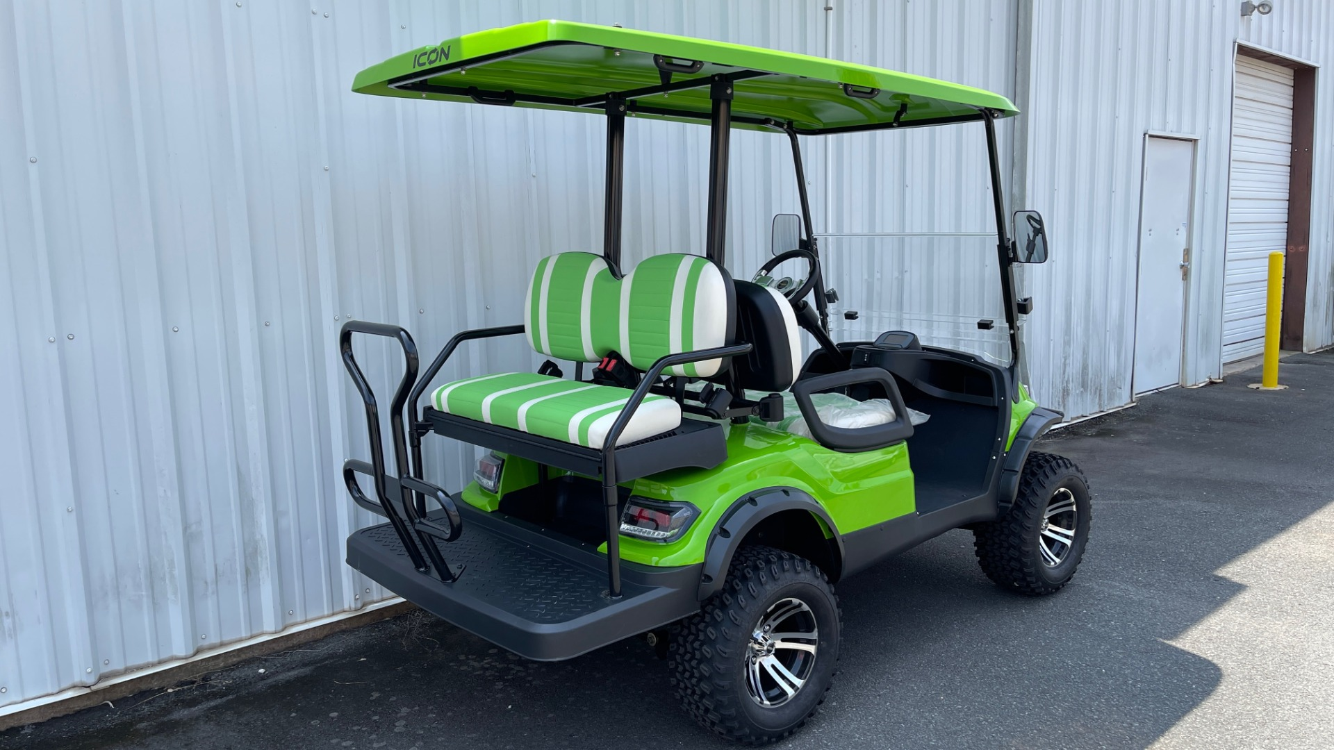 Used 2021 ICON i40L LIFTED ELECTRIC CAR / 4-PASSENGER GOLF CART / 25MPH / NEW / 1-MILE for sale $9,499 at Formula Imports in Charlotte NC 28227 4
