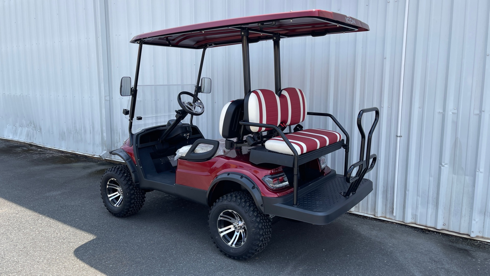 Used 2021 ICON i40L LIFTED ELECTRIC CAR / 4-PASSENGER GOLF CART / 25MPH / NEW / 2-MILE for sale $9,499 at Formula Imports in Charlotte NC 28227 4