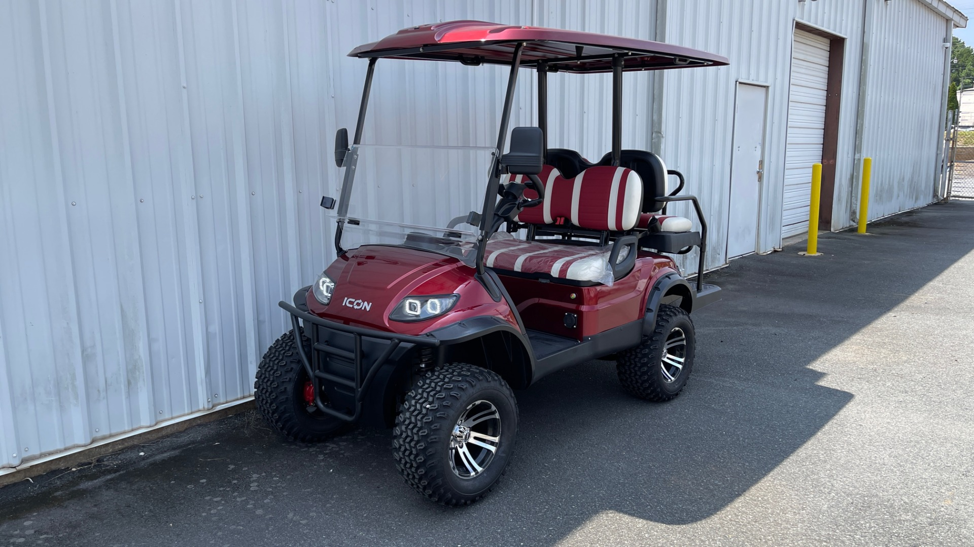 Used 2021 ICON i40L LIFTED ELECTRIC CAR / 4-PASSENGER GOLF CART / 25MPH / NEW / 2-MILE for sale $9,499 at Formula Imports in Charlotte NC 28227 1