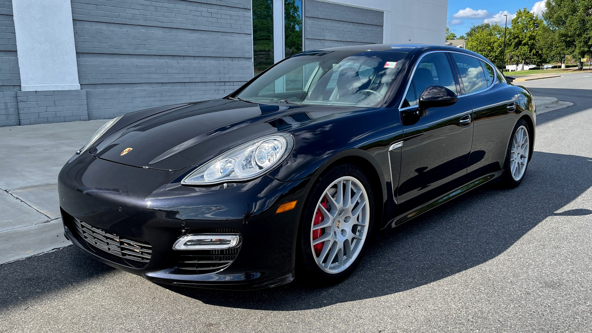Used 2010 Porsche PANAMERA 4DR HB TURBO / SPORT CHRONO / BURMESTER / AUTO CLIMATE CONTROL for sale $40,995 at Formula Imports in Charlotte NC 28227 3