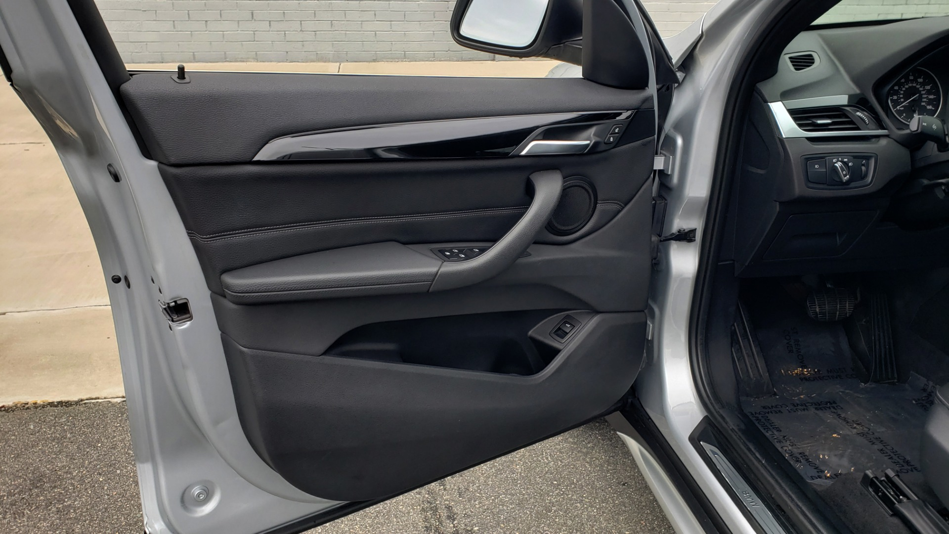 Used 2018 BMW X1 XDRIVE38I / NAV / CONV PKG / PANO-ROOF / HTD STS / REARVIEW for sale $28,995 at Formula Imports in Charlotte NC 28227 30