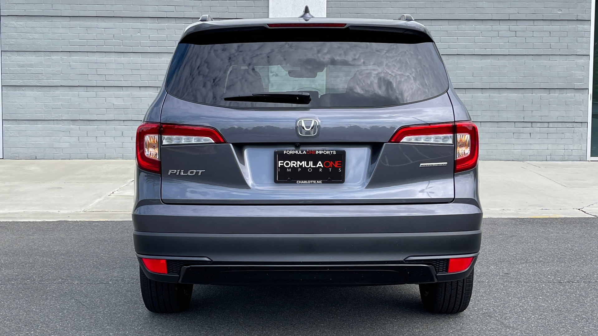 Used 2021 Honda PILOT SE / 3.5L V6 / 9-SPD AUTO / SUNROOF / 3-ROW / REARVIEW for sale $38,795 at Formula Imports in Charlotte NC 28227 14