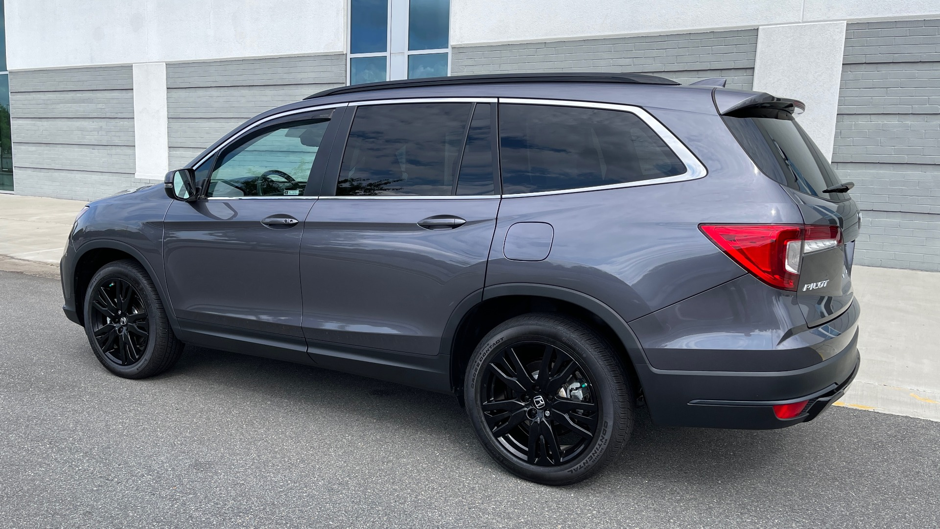 Used 2021 Honda PILOT SE / 3.5L V6 / 9-SPD AUTO / SUNROOF / 3-ROW / REARVIEW for sale $38,795 at Formula Imports in Charlotte NC 28227 3