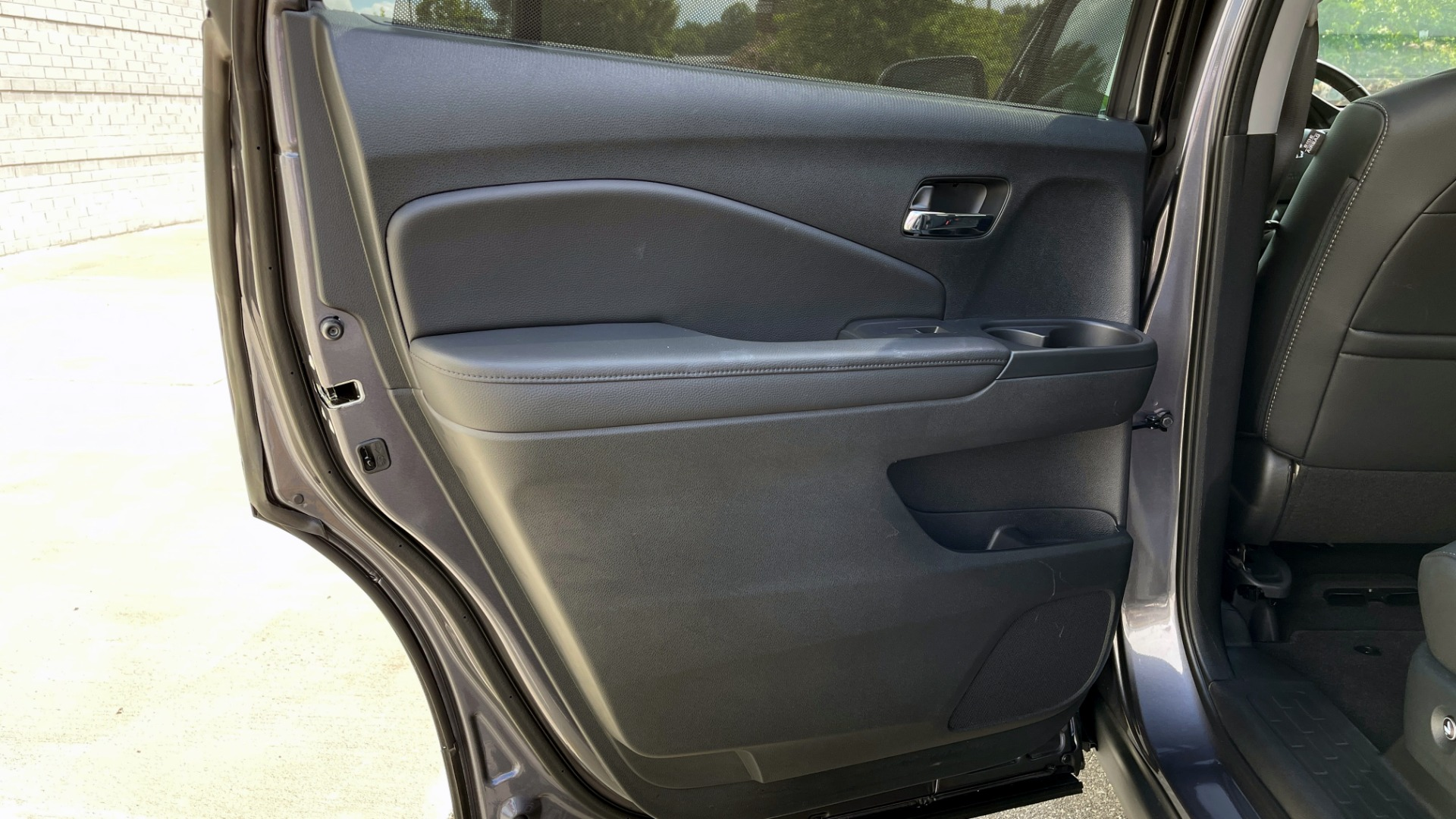 Used 2021 Honda PILOT SE / 3.5L V6 / 9-SPD AUTO / SUNROOF / 3-ROW / REARVIEW for sale $38,795 at Formula Imports in Charlotte NC 28227 47