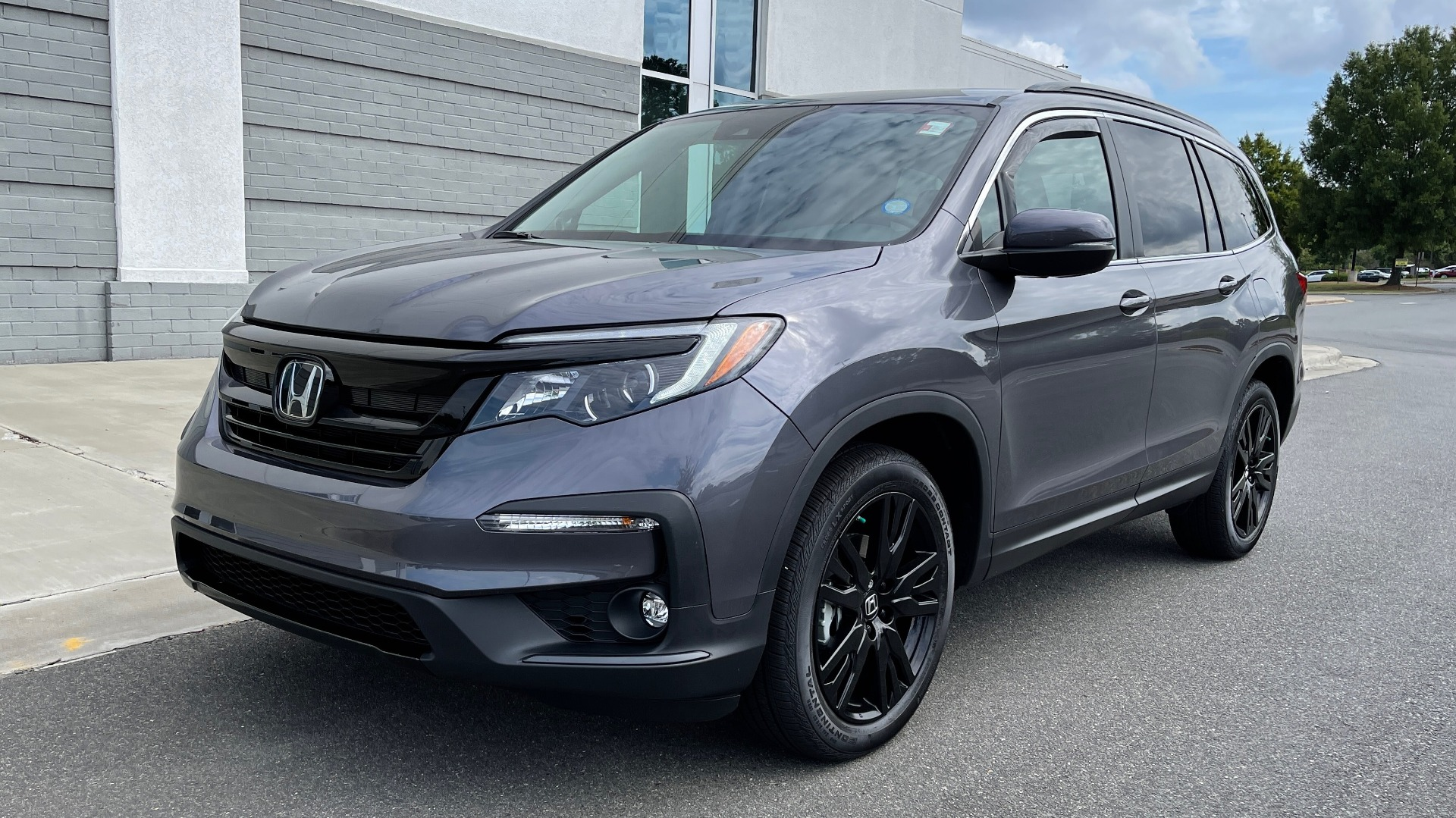 Used 2021 Honda PILOT SE / 3.5L V6 / 9-SPD AUTO / SUNROOF / 3-ROW / REARVIEW for sale $38,795 at Formula Imports in Charlotte NC 28227 1