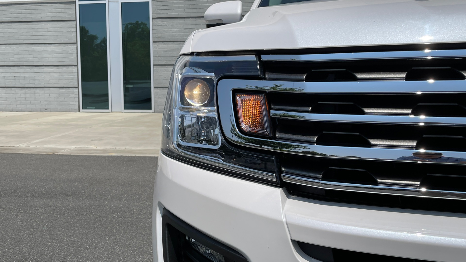 Used 2019 Ford EXPEDITION MAX XLT / 3.5L ECOBOOST / NAV / PANO-ROOF / 3-ROWS / REARVIEW for sale Sold at Formula Imports in Charlotte NC 28227 14