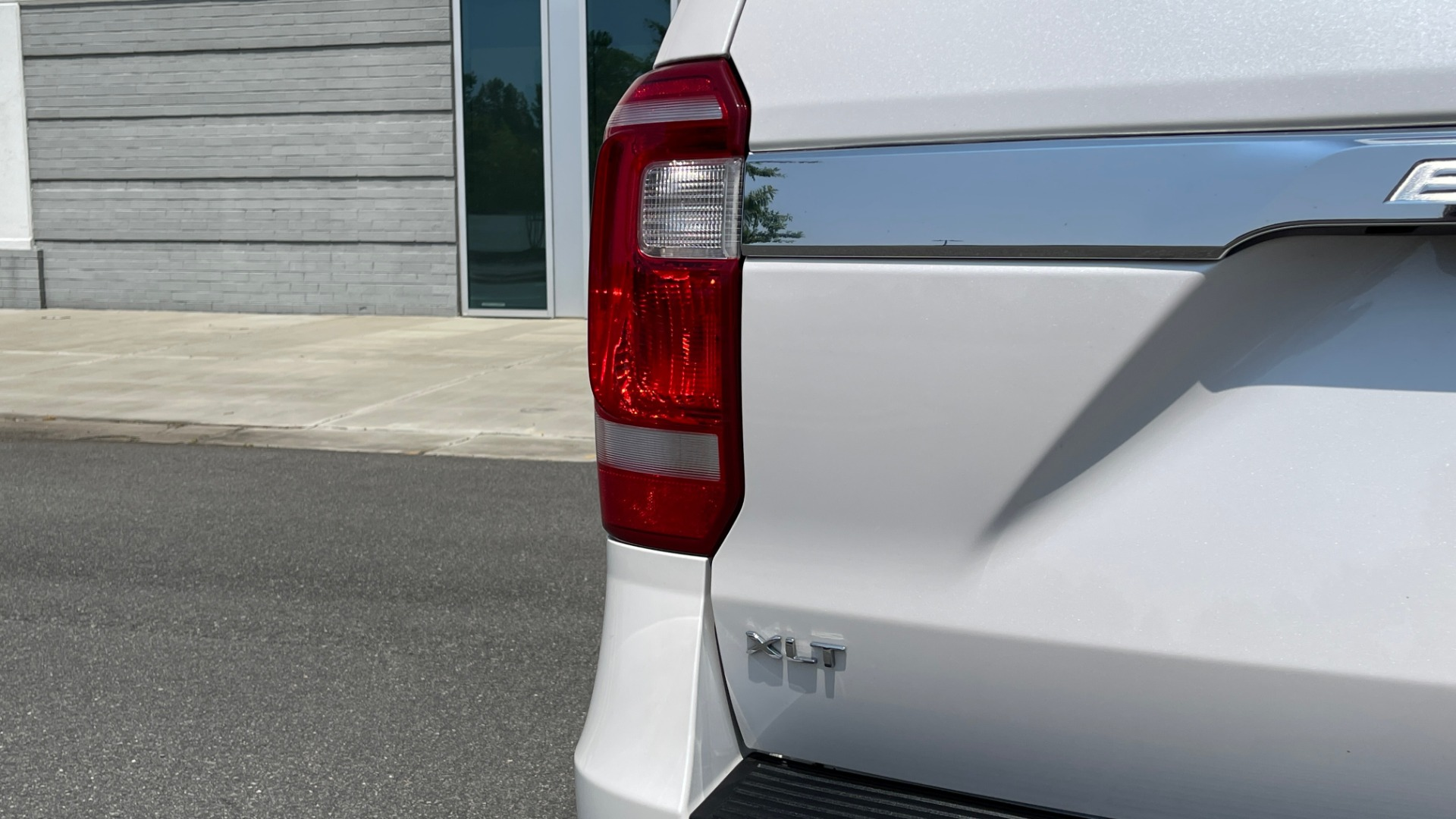 Used 2019 Ford EXPEDITION MAX XLT / 3.5L ECOBOOST / NAV / PANO-ROOF / 3-ROWS / REARVIEW for sale Sold at Formula Imports in Charlotte NC 28227 19