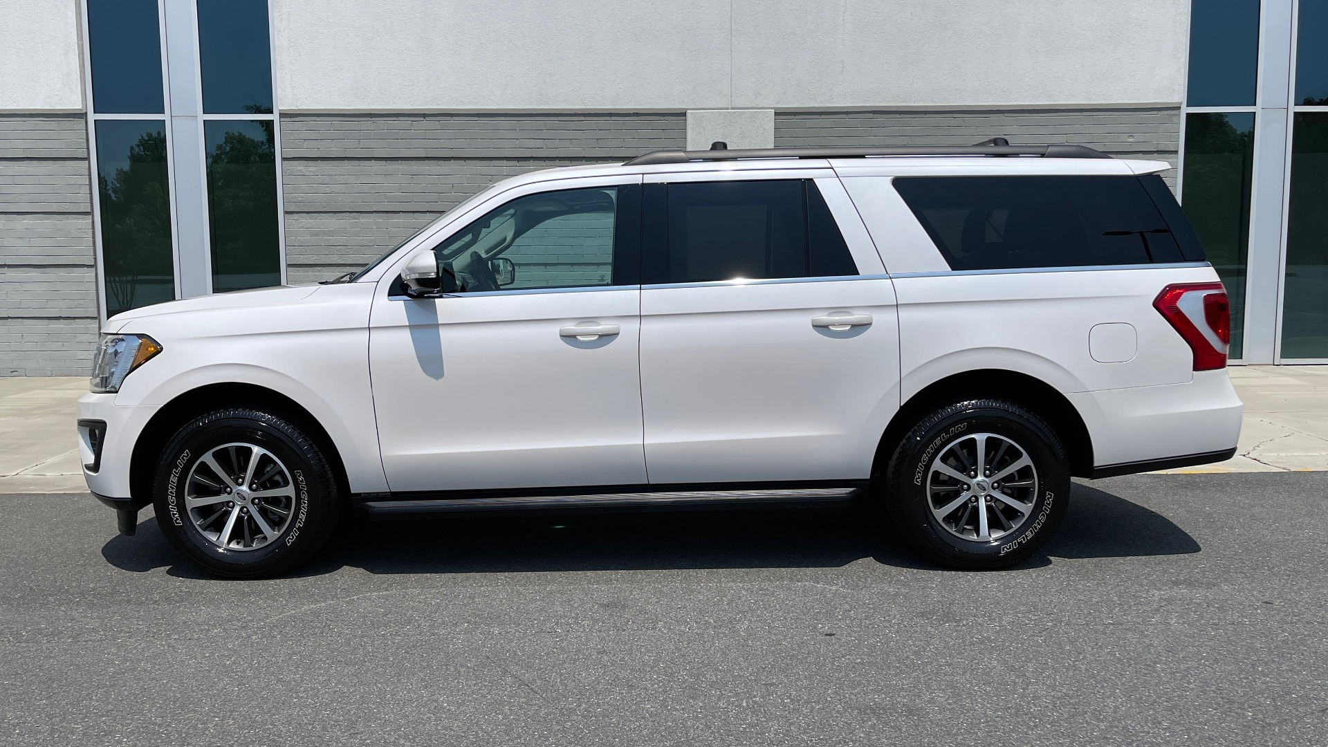 Used 2019 Ford EXPEDITION MAX XLT / 3.5L ECOBOOST / NAV / PANO-ROOF / 3-ROWS / REARVIEW for sale Sold at Formula Imports in Charlotte NC 28227 4