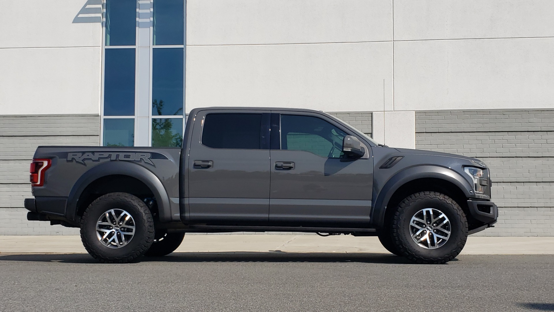 Used 2018 Ford F-150 RAPTOR 4X4 SUPERCREW / NAV / PANO-ROOF / REARVIEW for sale $69,999 at Formula Imports in Charlotte NC 28227 10