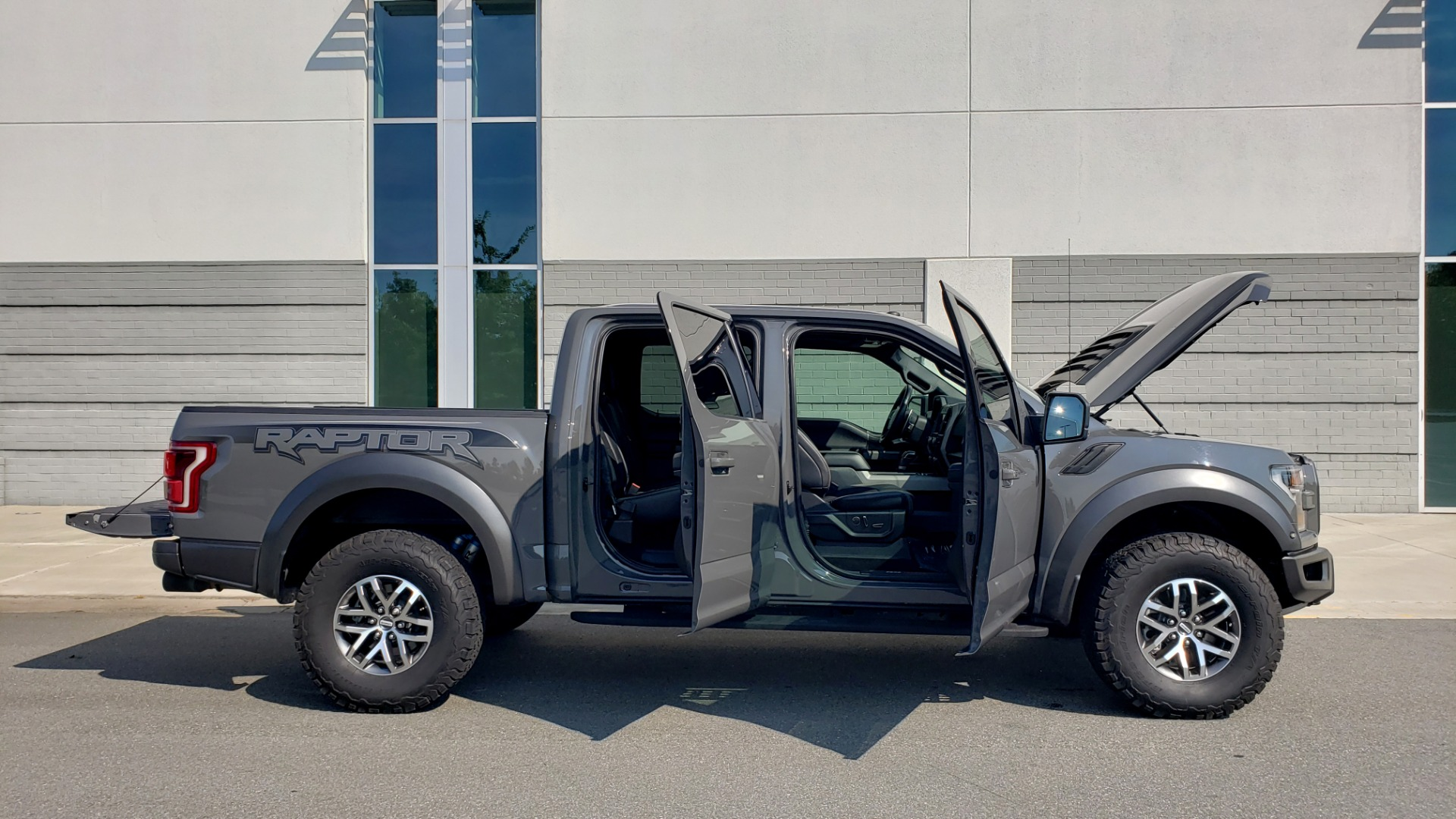 Used 2018 Ford F-150 RAPTOR 4X4 SUPERCREW / NAV / PANO-ROOF / REARVIEW for sale $69,999 at Formula Imports in Charlotte NC 28227 16