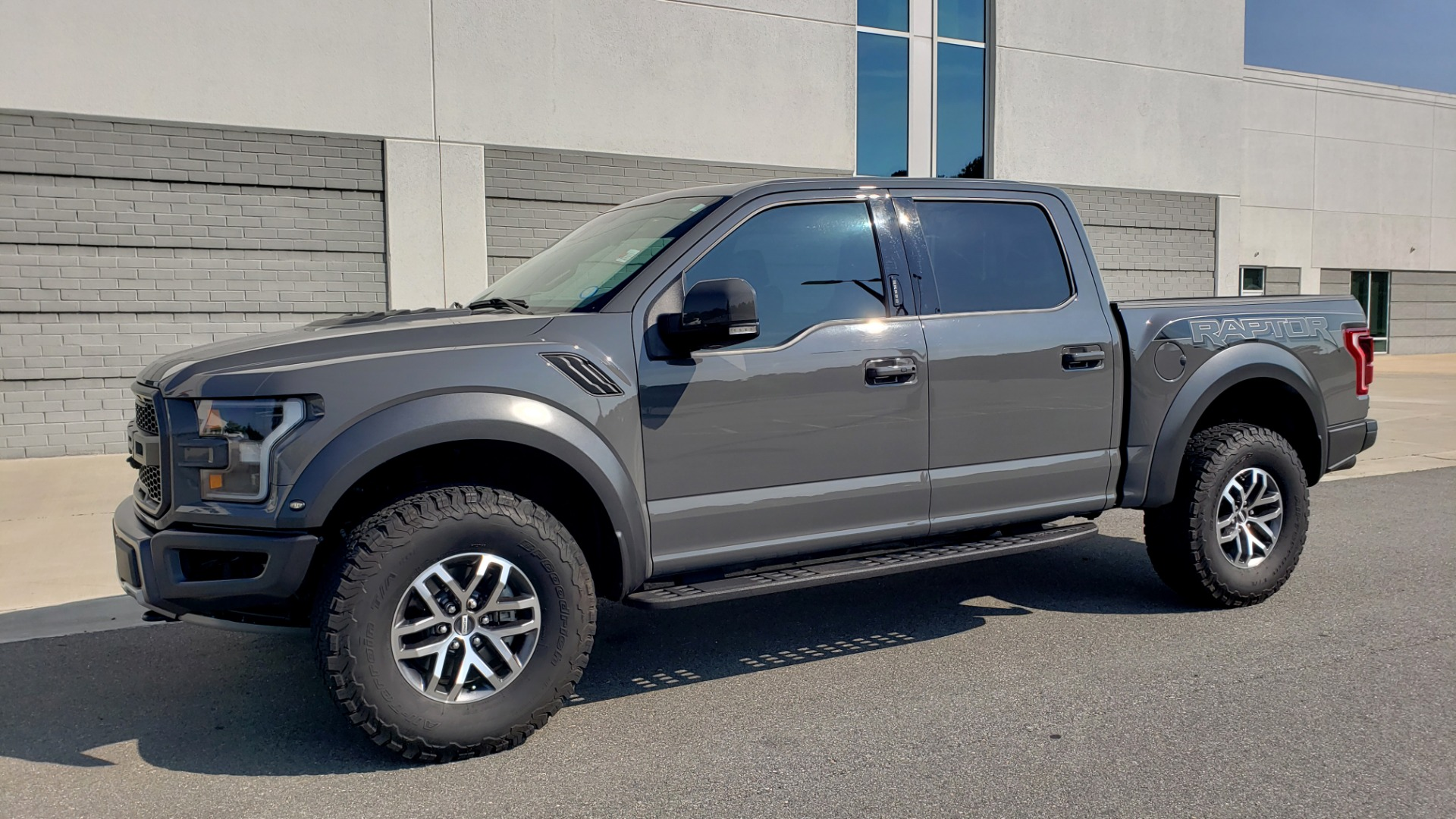 Used 2018 Ford F-150 RAPTOR 4X4 SUPERCREW / NAV / PANO-ROOF / REARVIEW for sale $69,999 at Formula Imports in Charlotte NC 28227 5
