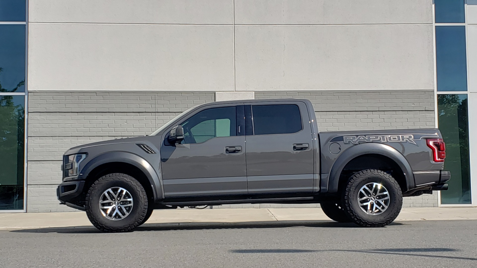 Used 2018 Ford F-150 RAPTOR 4X4 SUPERCREW / NAV / PANO-ROOF / REARVIEW for sale $69,999 at Formula Imports in Charlotte NC 28227 6