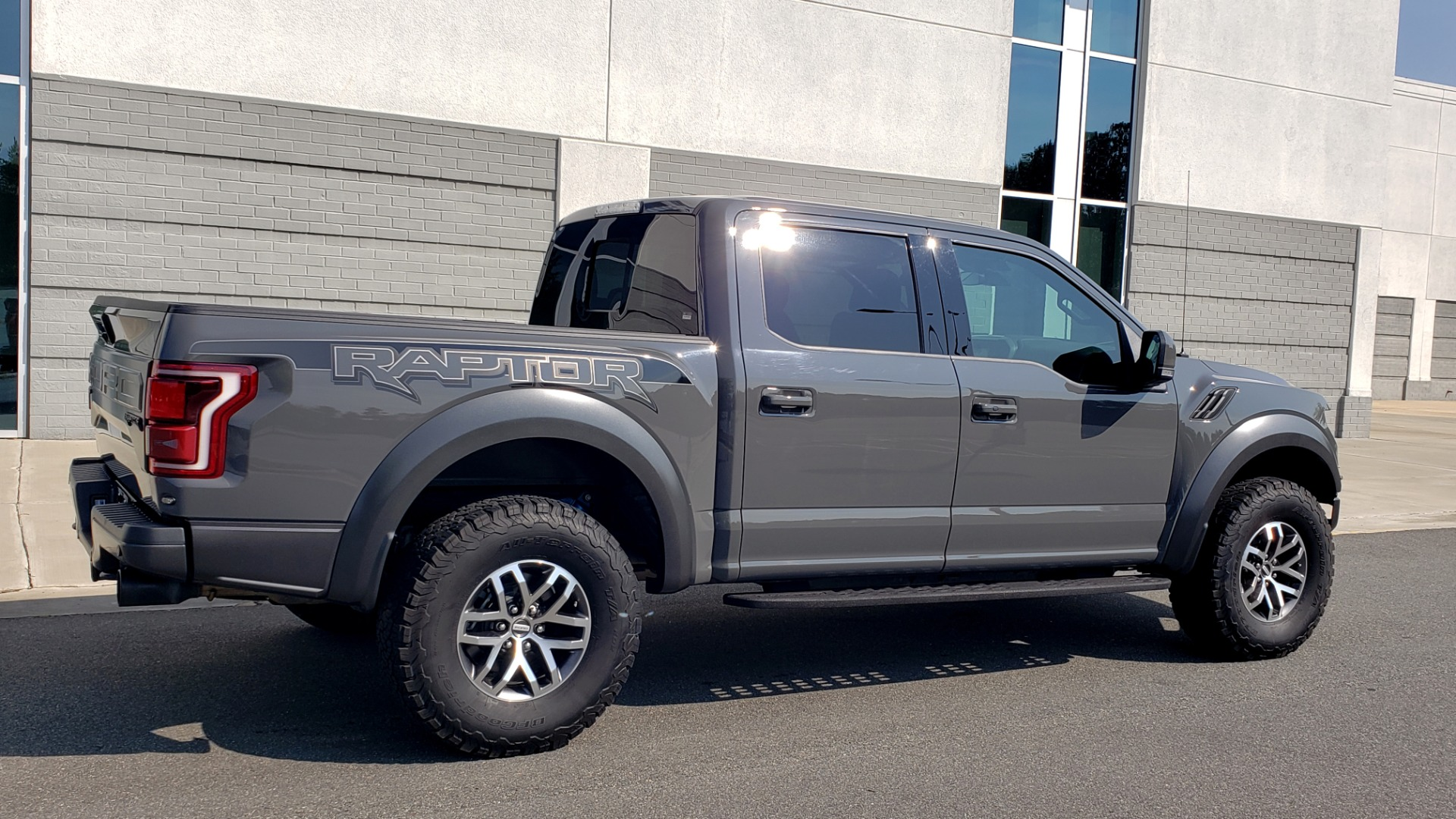 Used 2018 Ford F-150 RAPTOR 4X4 SUPERCREW / NAV / PANO-ROOF / REARVIEW for sale $69,999 at Formula Imports in Charlotte NC 28227 9
