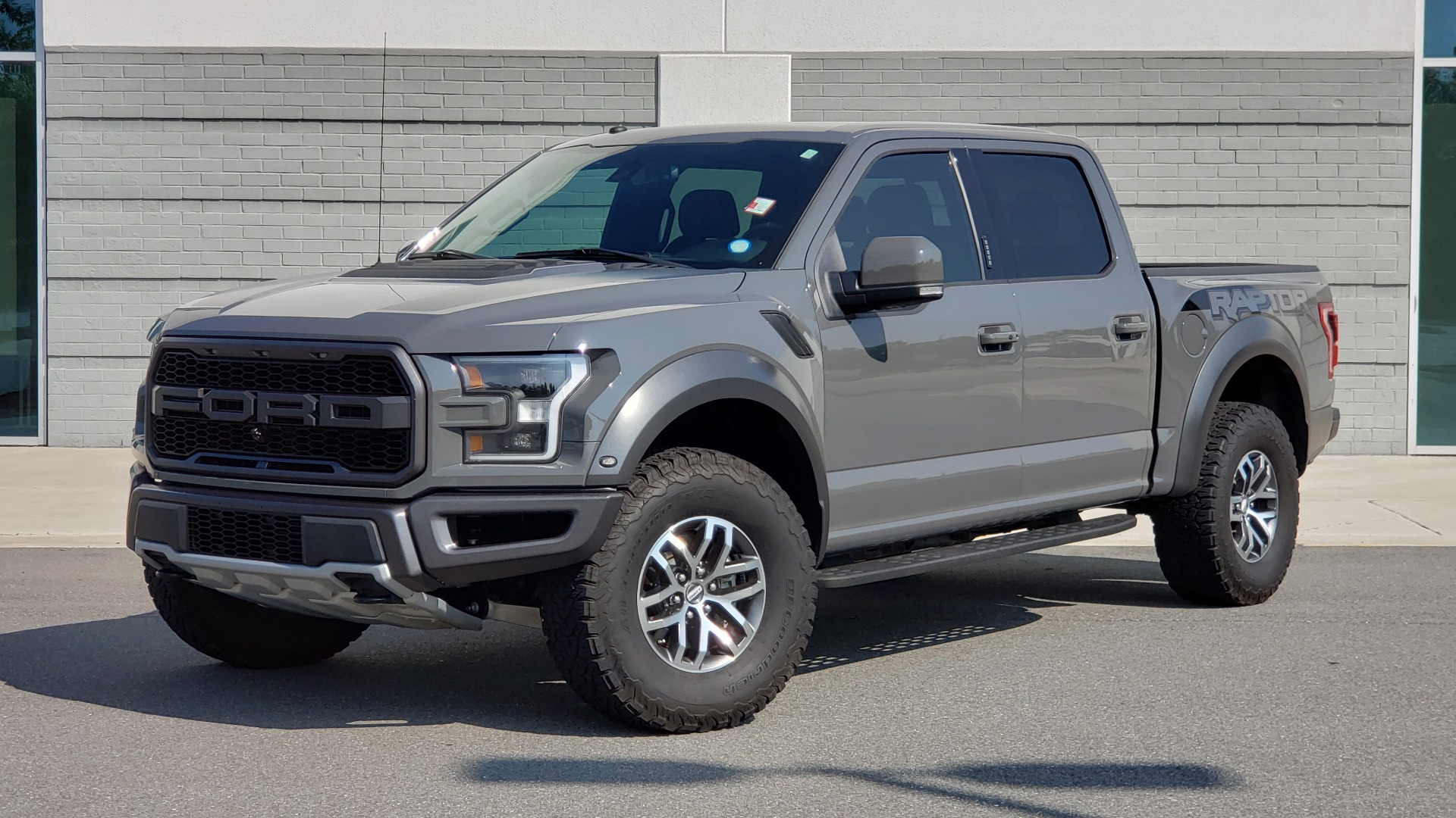 Used 2018 Ford F-150 RAPTOR 4X4 SUPERCREW / NAV / PANO-ROOF / REARVIEW for sale $69,999 at Formula Imports in Charlotte NC 28227 1