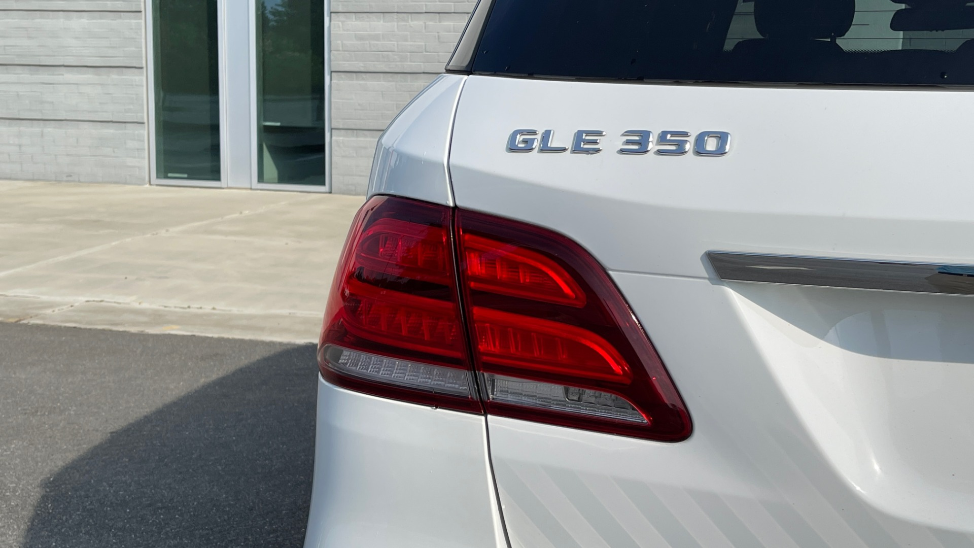 Used 2018 Mercedes-Benz GLE 350 4MATIC PREMIUM / NAV / SUNROOF / HTD STS / TRAILER HITCH / REARVIEW for sale $36,295 at Formula Imports in Charlotte NC 28227 23
