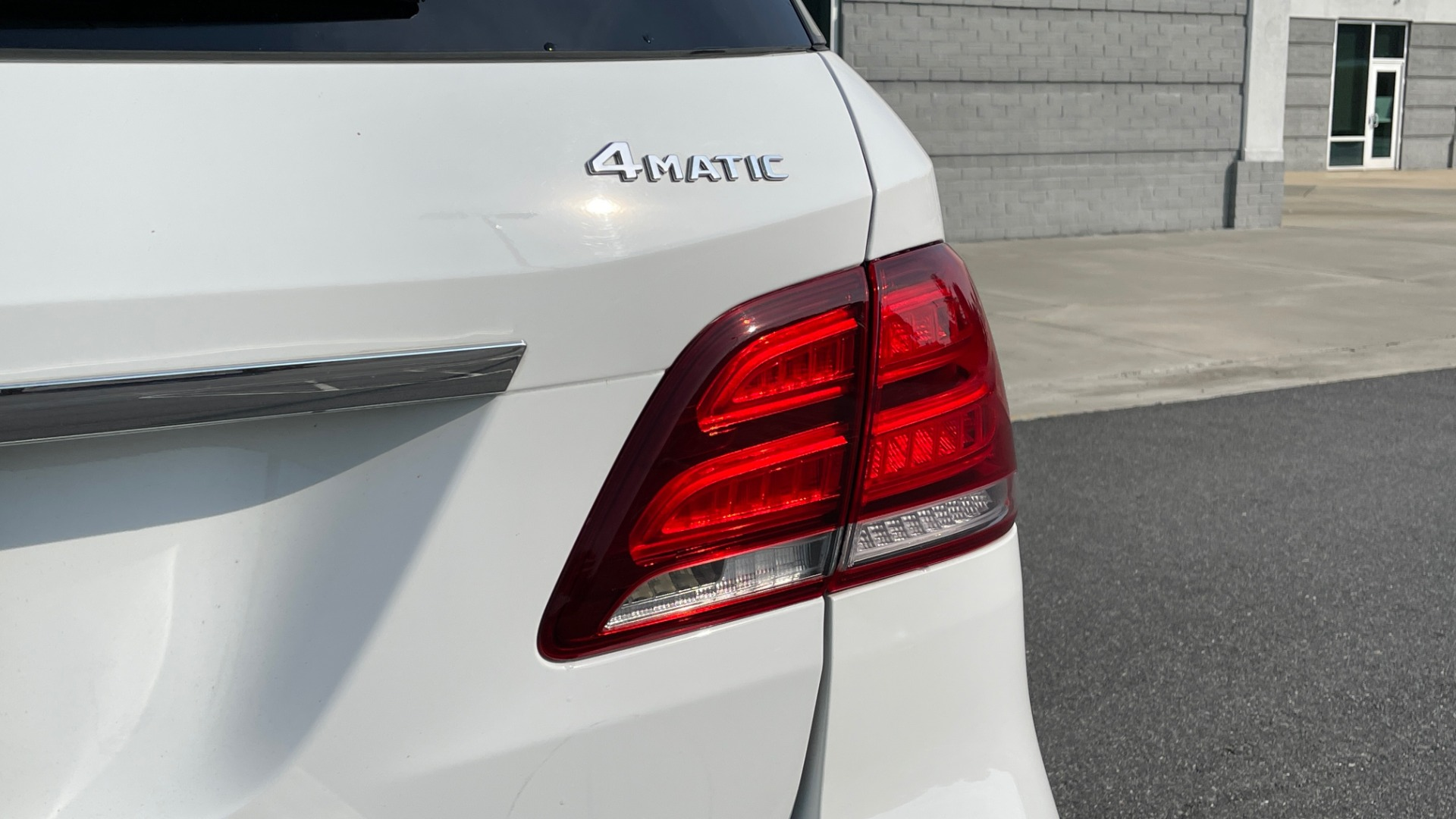 Used 2018 Mercedes-Benz GLE 350 4MATIC PREMIUM / NAV / SUNROOF / HTD STS / TRAILER HITCH / REARVIEW for sale $36,295 at Formula Imports in Charlotte NC 28227 24