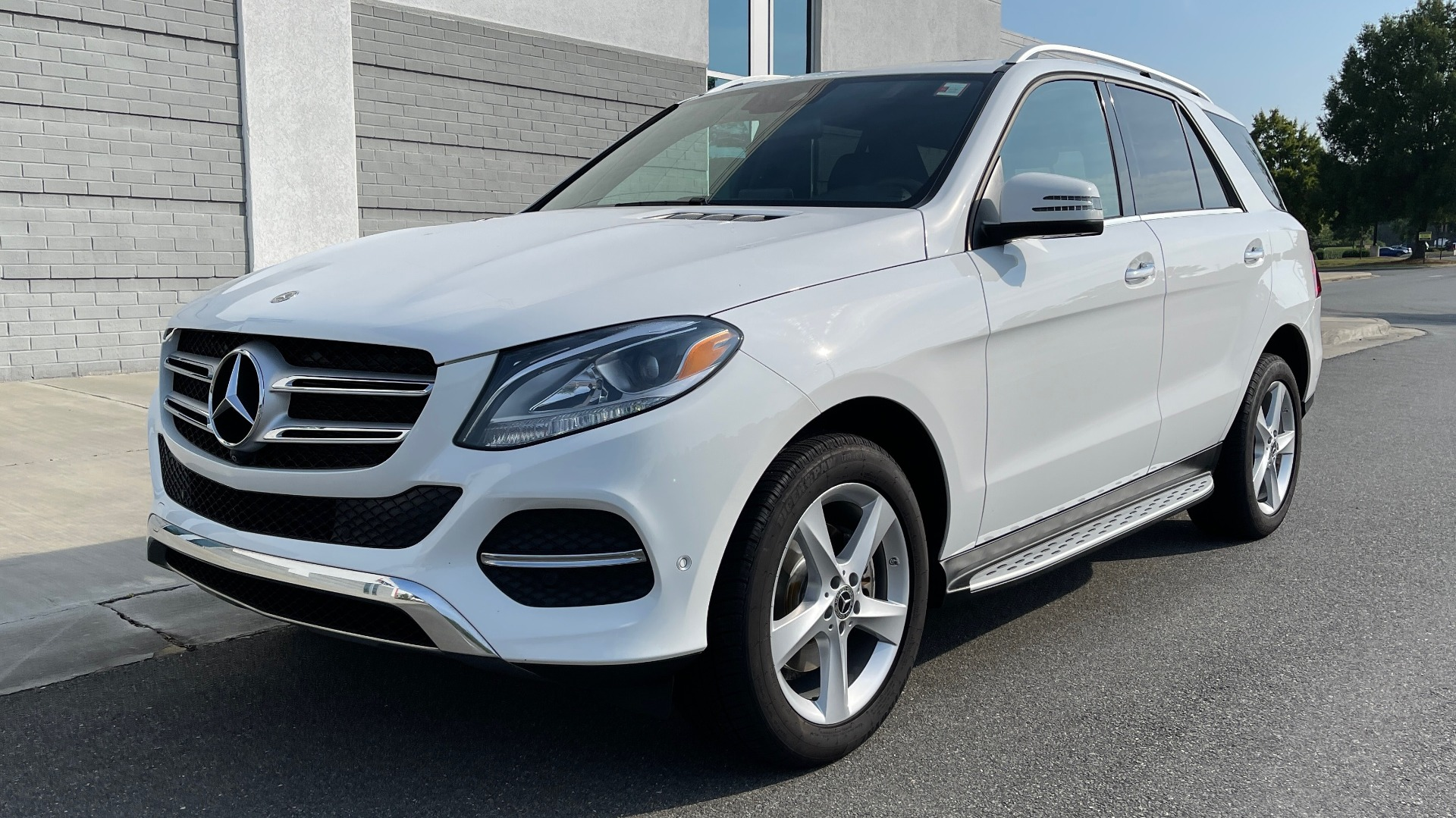 Used 2018 Mercedes-Benz GLE 350 4MATIC PREMIUM / NAV / SUNROOF / HTD STS / TRAILER HITCH / REARVIEW for sale $36,295 at Formula Imports in Charlotte NC 28227 3