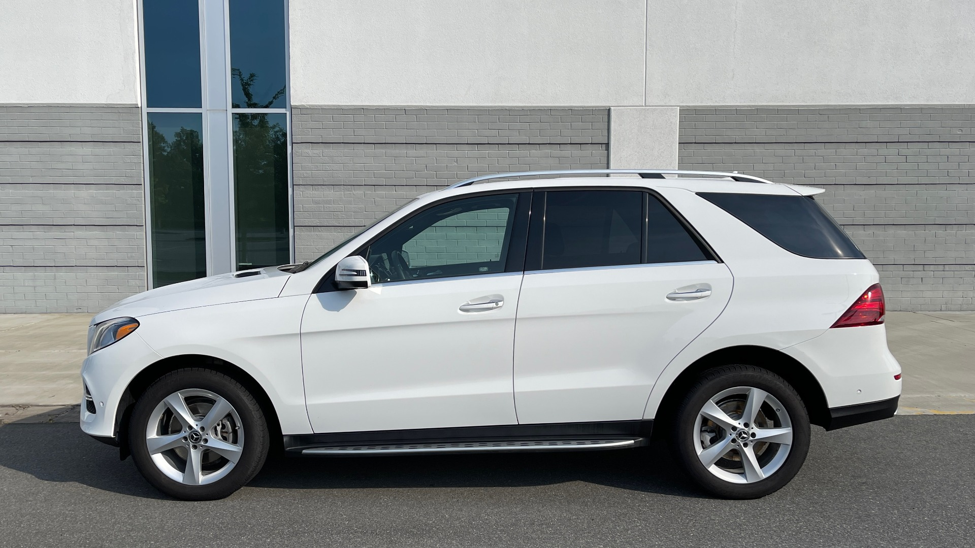 Used 2018 Mercedes-Benz GLE 350 4MATIC PREMIUM / NAV / SUNROOF / HTD STS / TRAILER HITCH / REARVIEW for sale $36,295 at Formula Imports in Charlotte NC 28227 4