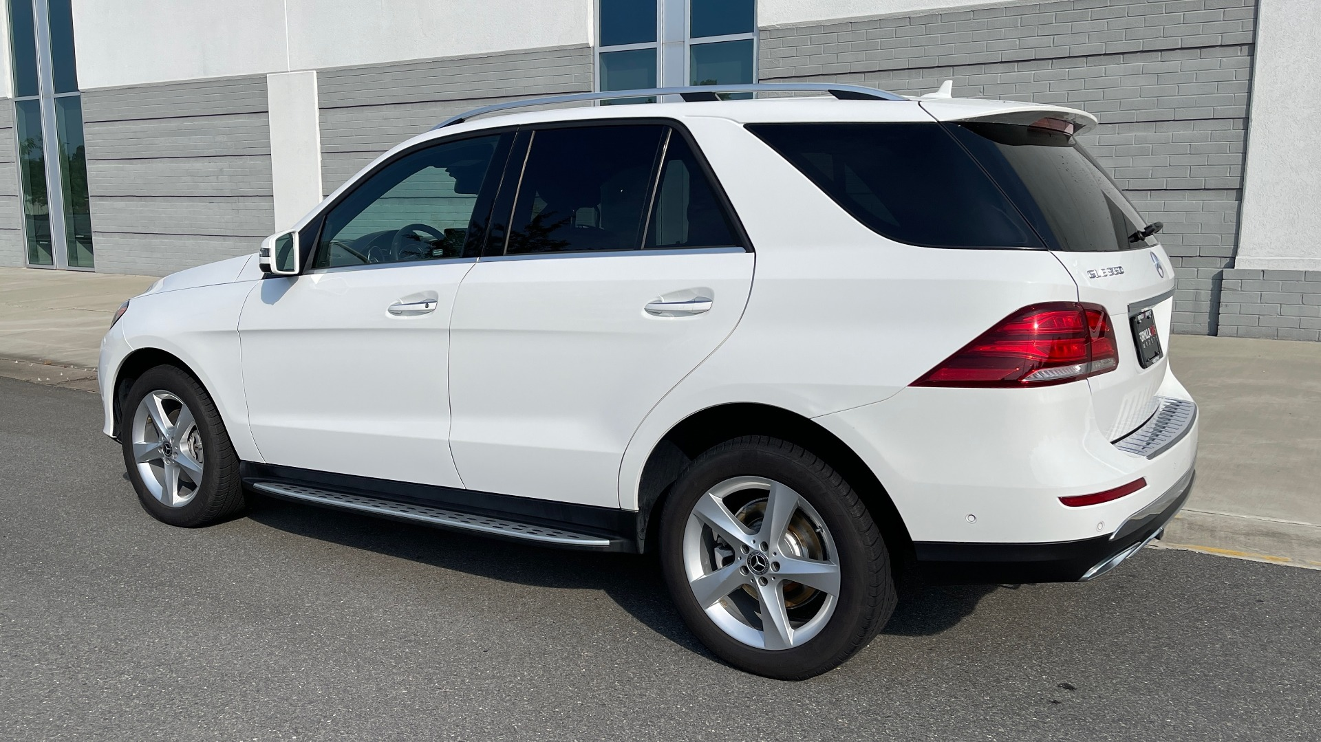 Used 2018 Mercedes-Benz GLE 350 4MATIC PREMIUM / NAV / SUNROOF / HTD STS / TRAILER HITCH / REARVIEW for sale $36,295 at Formula Imports in Charlotte NC 28227 5