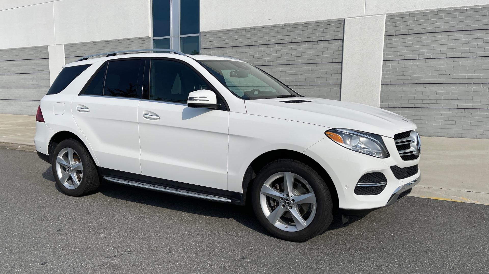 Used 2018 Mercedes-Benz GLE 350 4MATIC PREMIUM / NAV / SUNROOF / HTD STS / TRAILER HITCH / REARVIEW for sale $36,295 at Formula Imports in Charlotte NC 28227 6