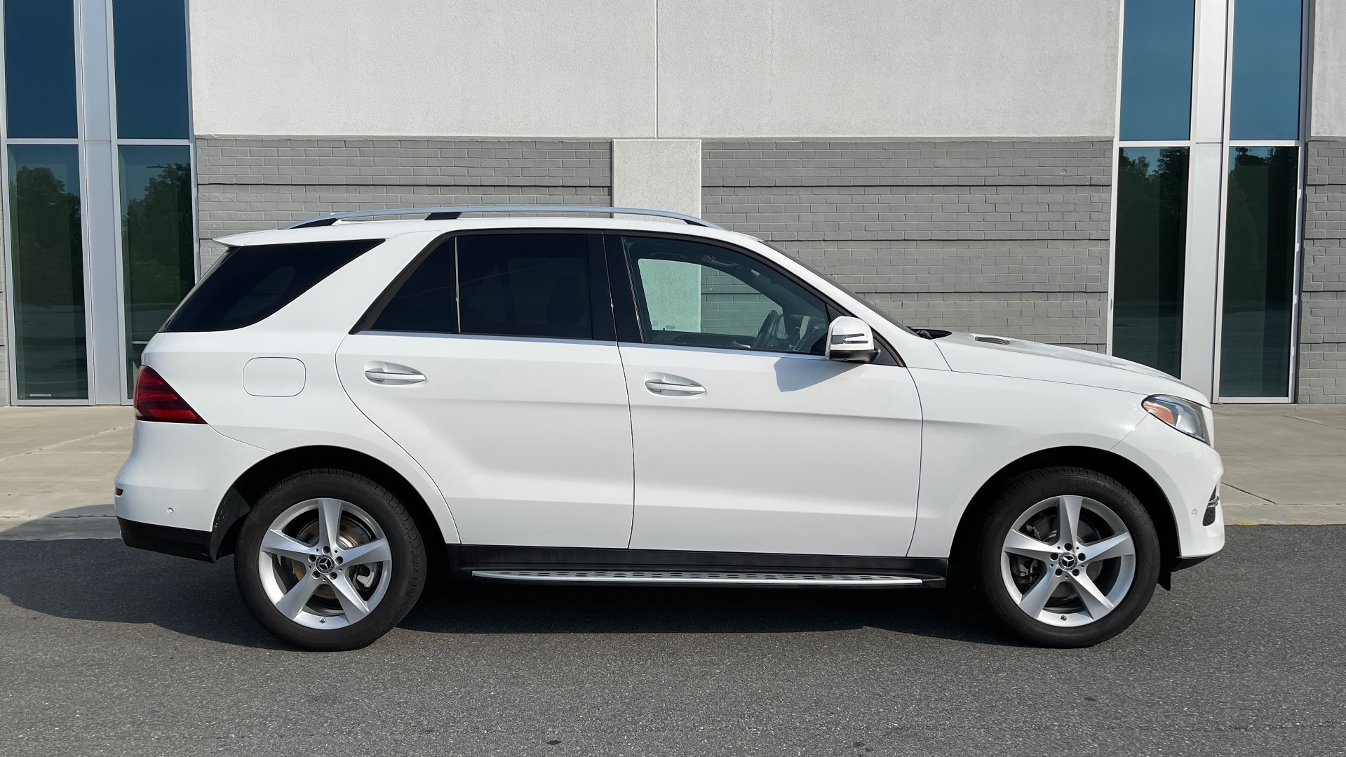 Used 2018 Mercedes-Benz GLE 350 4MATIC PREMIUM / NAV / SUNROOF / HTD STS / TRAILER HITCH / REARVIEW for sale $36,295 at Formula Imports in Charlotte NC 28227 7